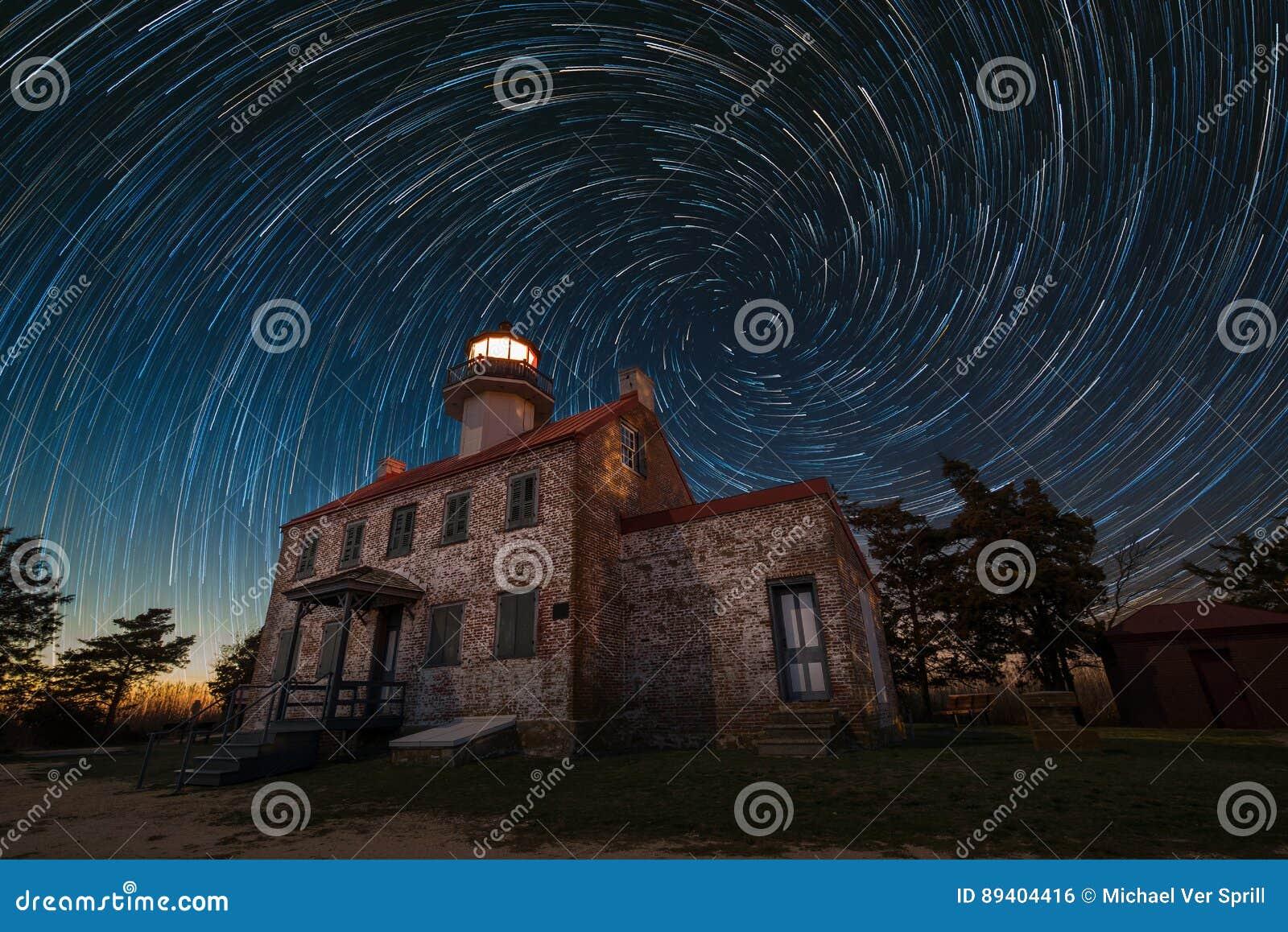 Fugas do leste da estrela da espiral do farol do ponto