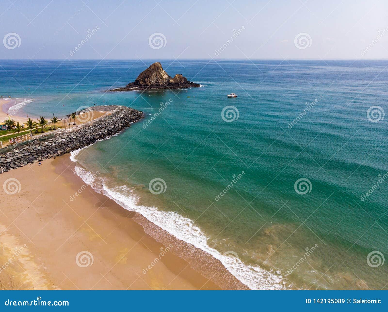 Fujairah piaskowata plaża w Zjednoczone Emiraty Arabskie