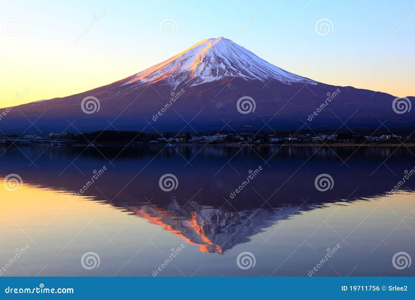 Fuji odbicie halny czerwonawy