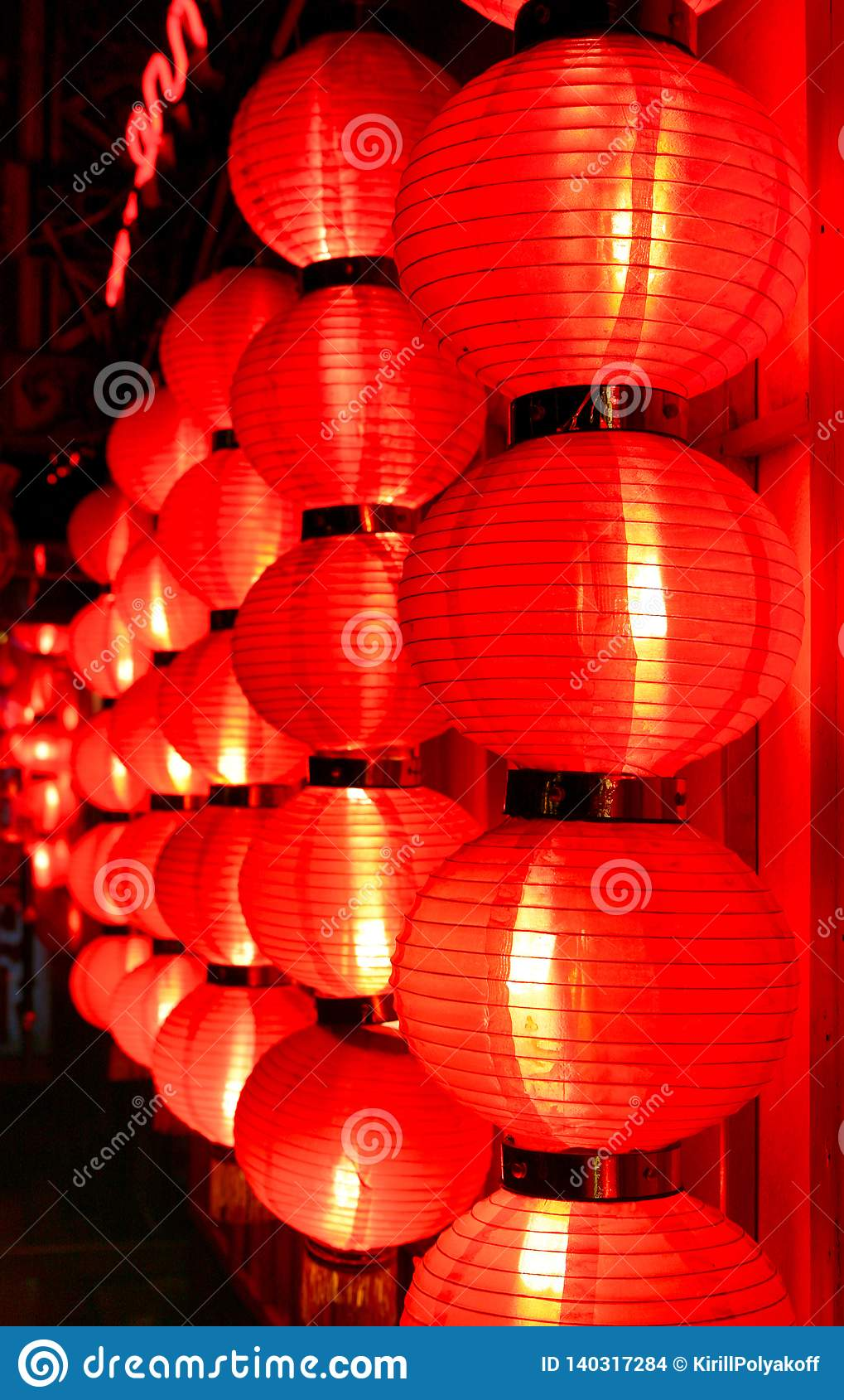 Fulgor de lanternas chinesas vermelhas na noite Beijing, China