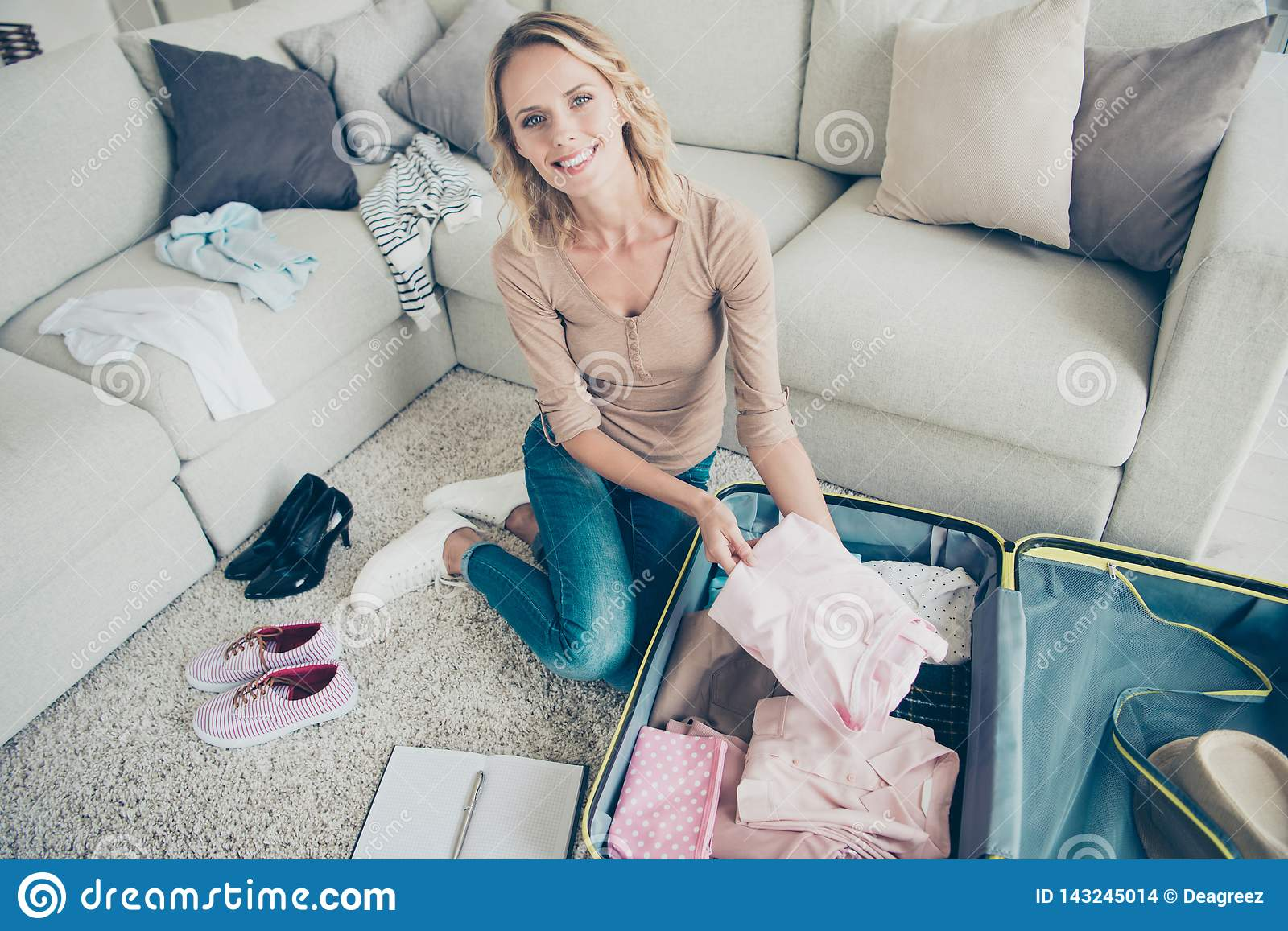 Picture of: Full Legs Body Size Cute Gorgeous Optimist Lady In Her Blue Jean Stock Photo Image Of Lifestyle Baggage 143245014