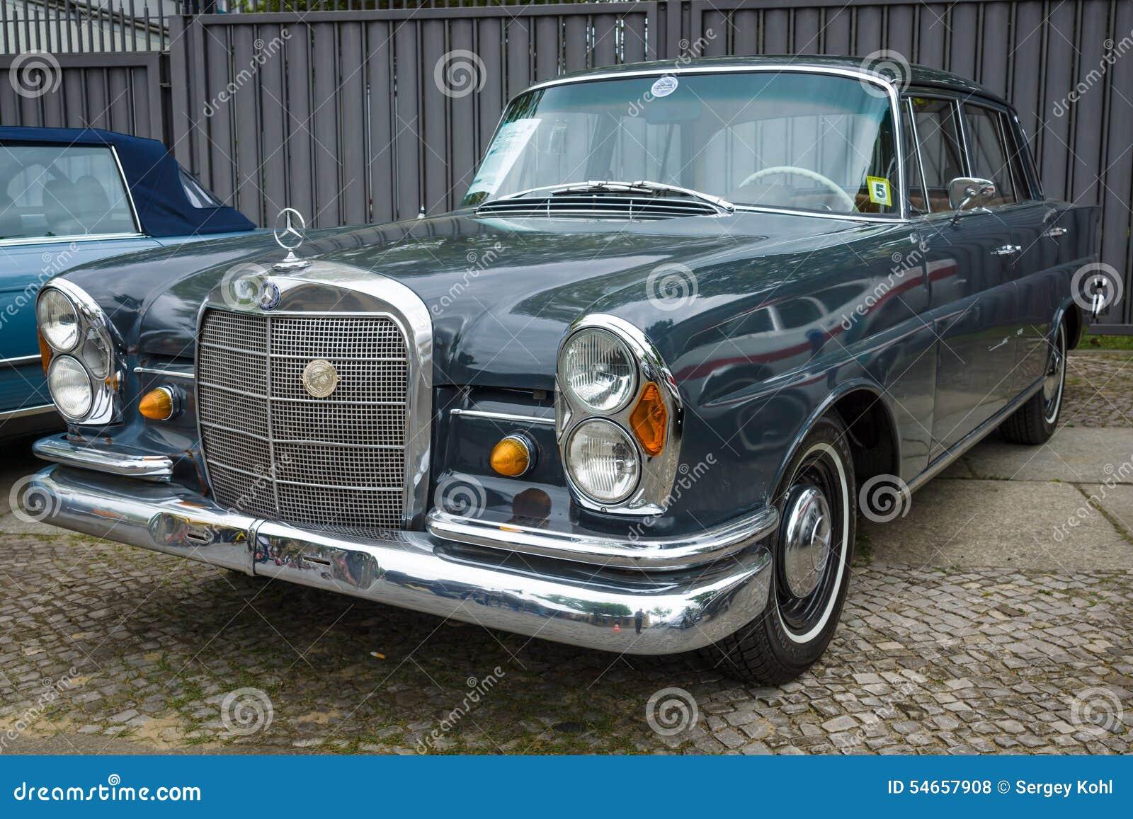 Full size luxury car mercedes benz 230s w111 1966 for Mercedes benz luxury truck