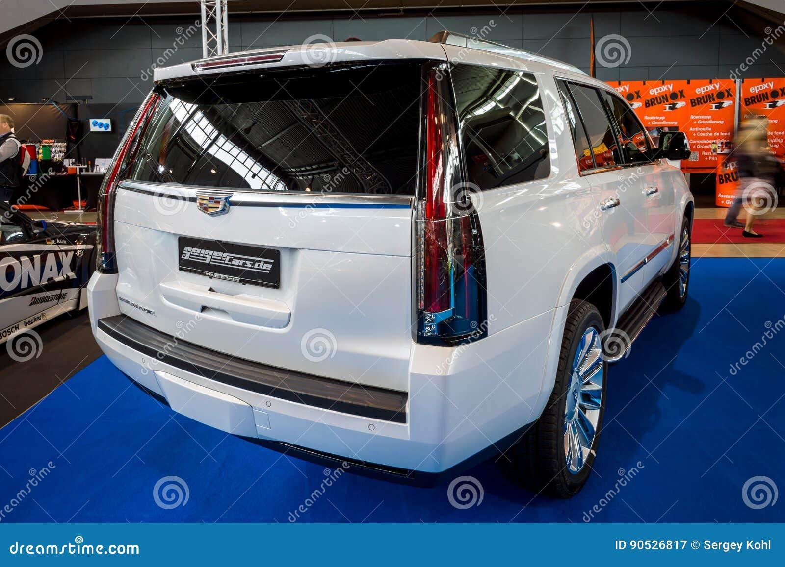 Full-size Luxury SUV Cadillac Escalade Platinum, 2017 ...