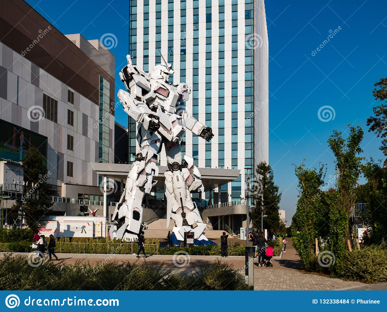 Full-size of RX-0 Unicorn Gundam at Diver City Tokyo Plaza in Od