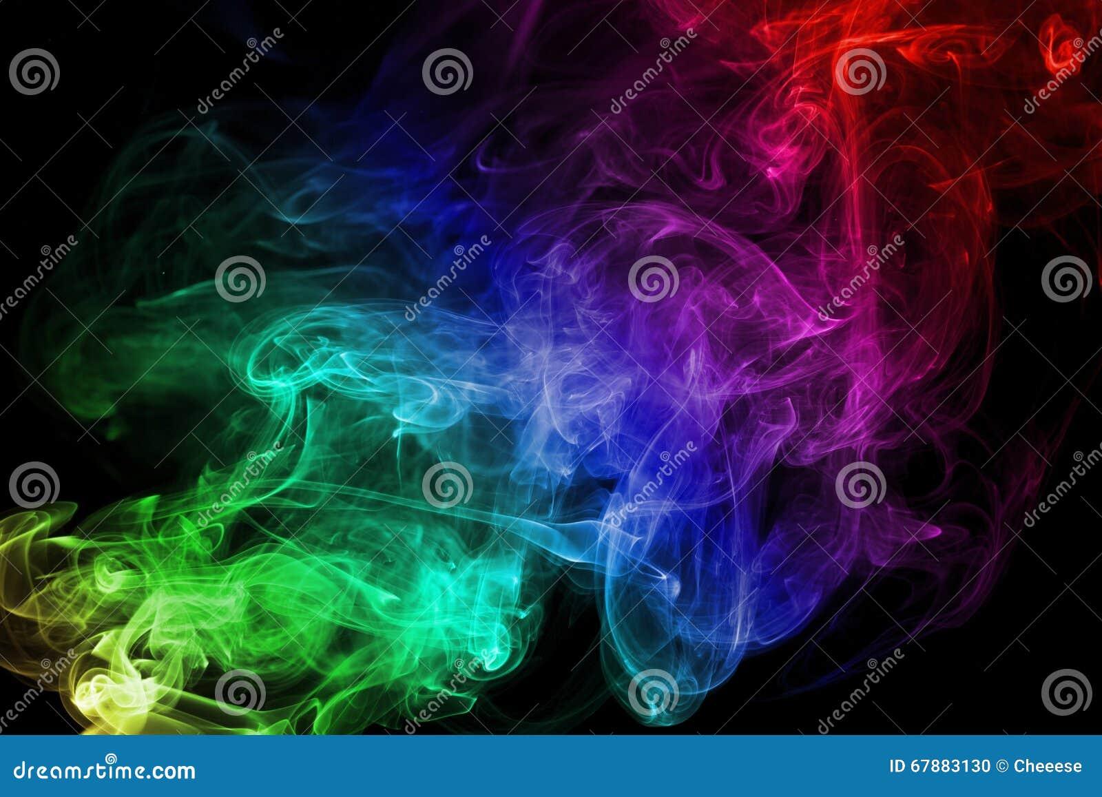 Fumée colorée sur le fond noir
