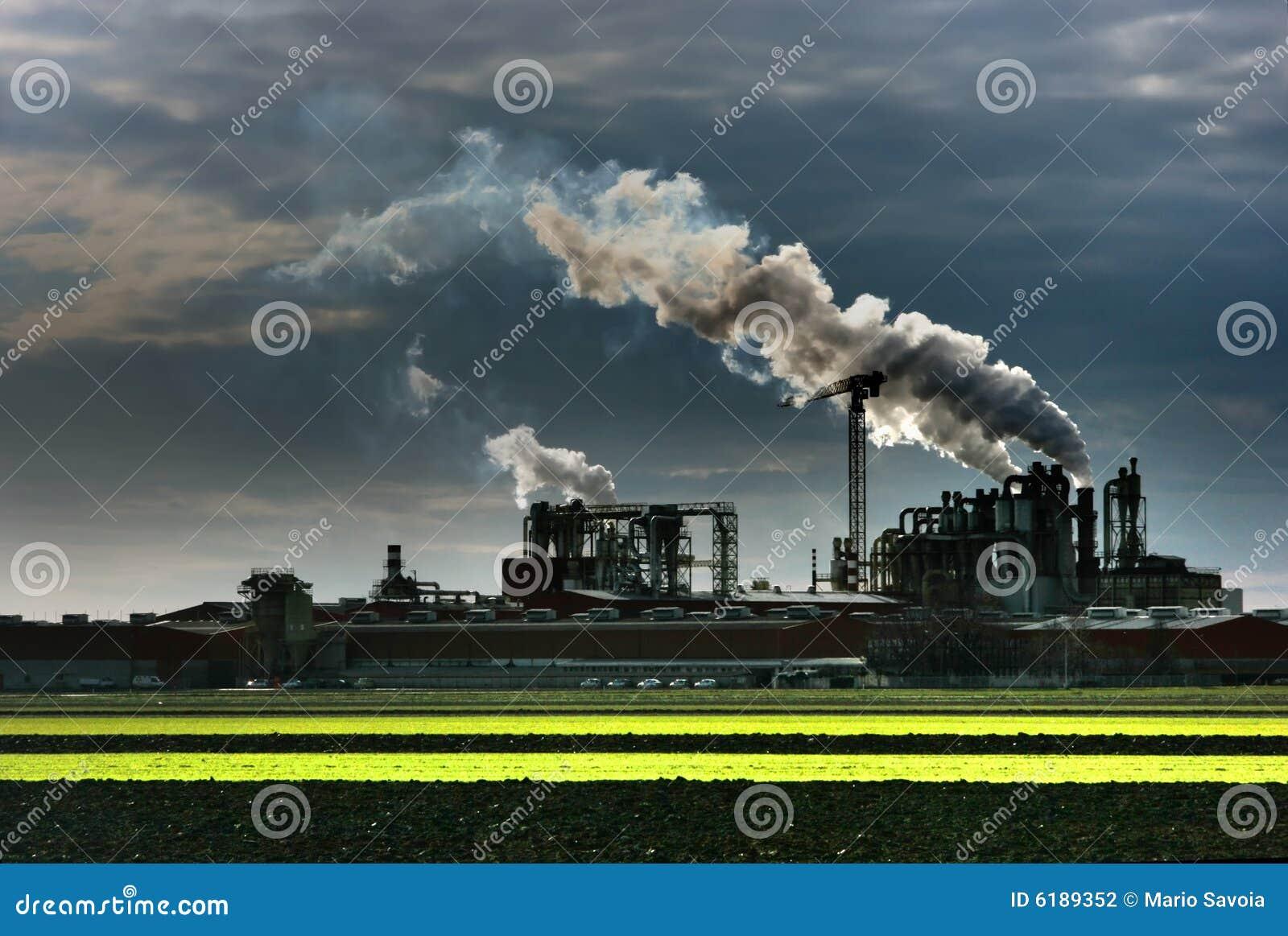 Fumée d ensemble industriel