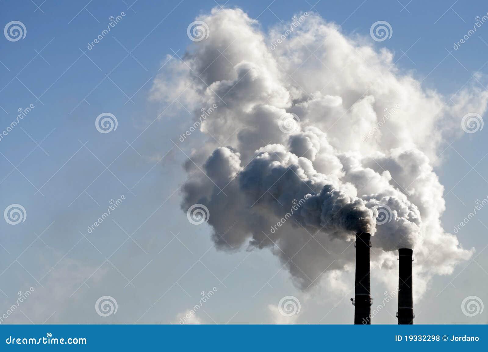 Fumée industrielle de cheminée