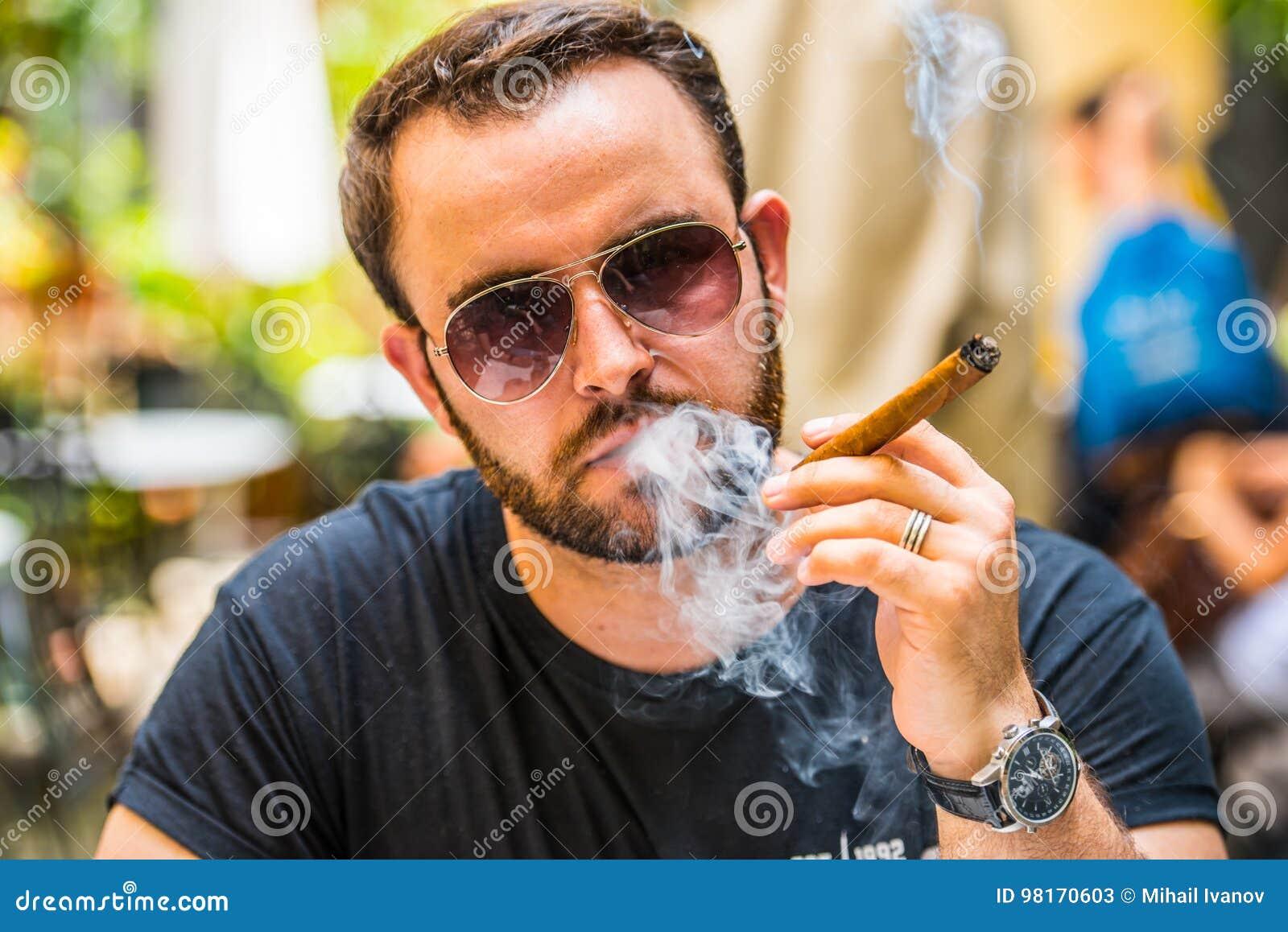 Fumage d un cigare