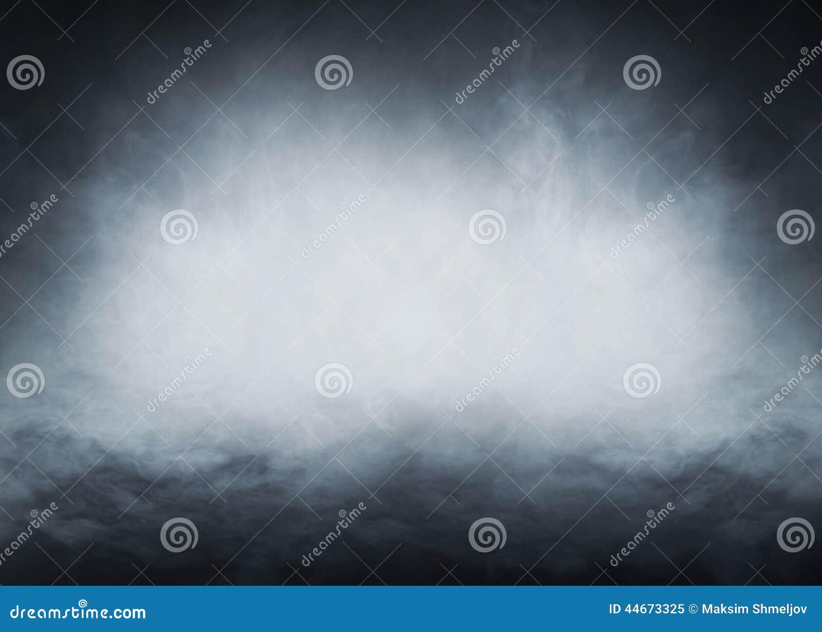 Fumo blu-chiaro su un fondo nero
