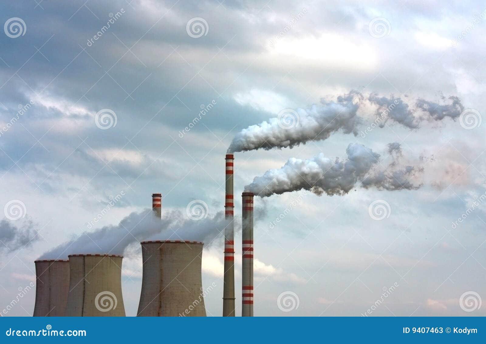Fumo poluído da fábrica