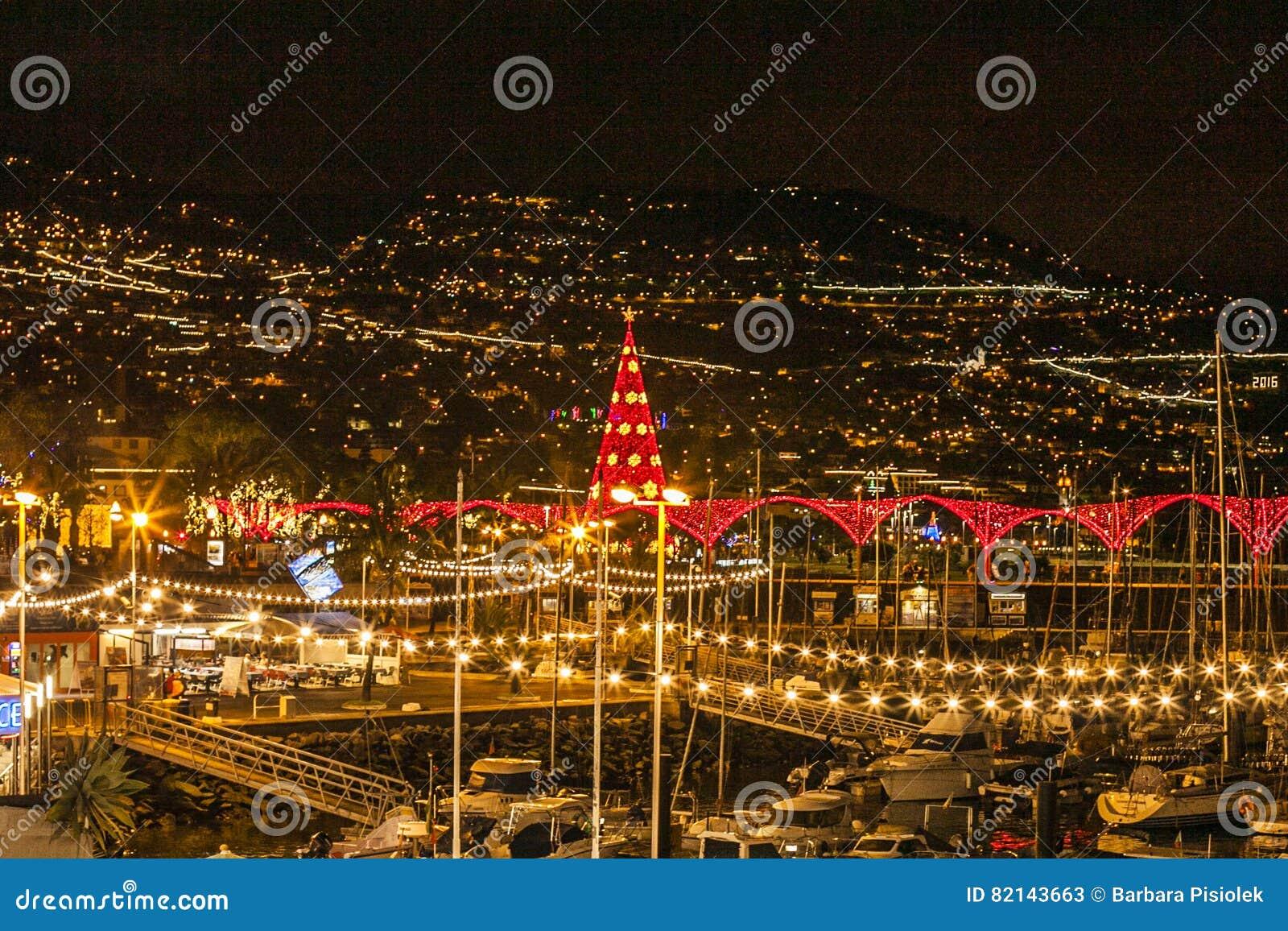 Funchal przy nocą, madera, Portugalia