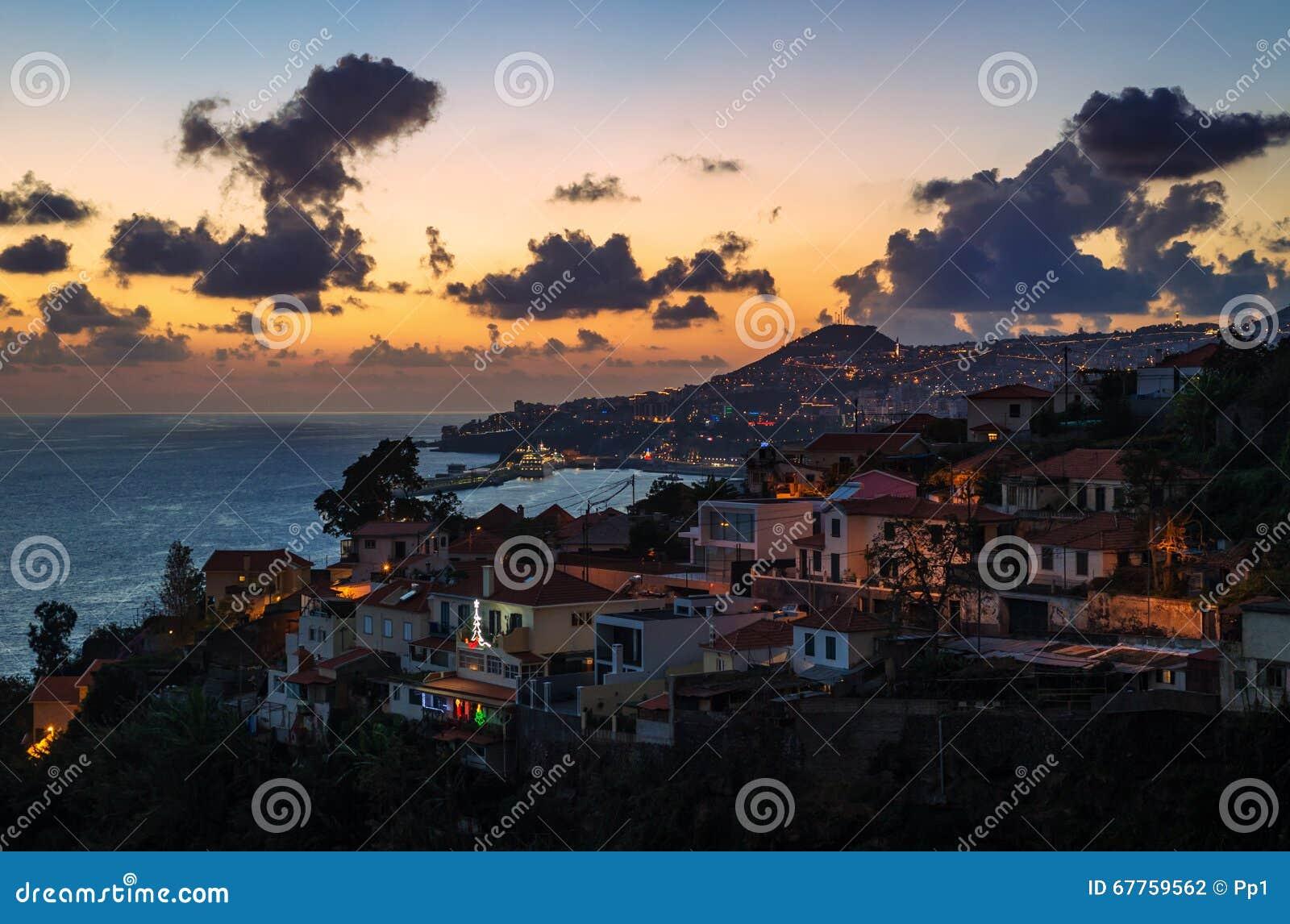 Funchal-Stadt, Vogelperspektive während des Sonnenuntergangs, Madeira-Insel