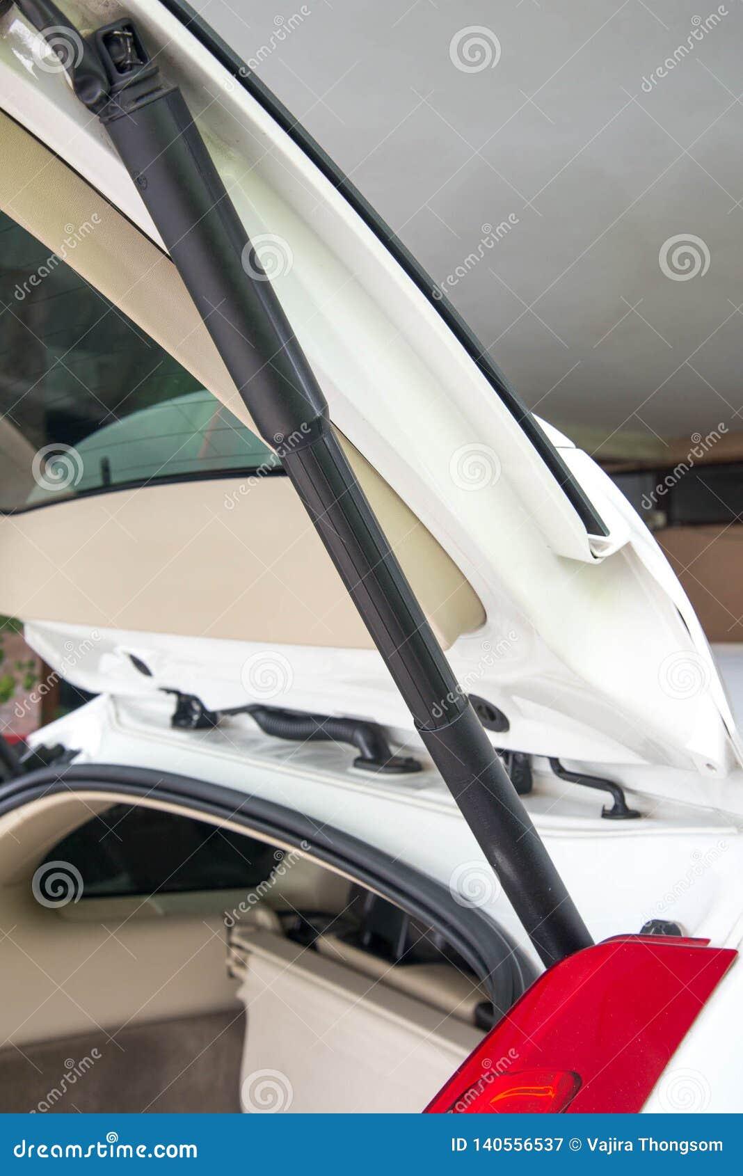 Functie van de de boomstamstut van de auto de elektronische laadklep