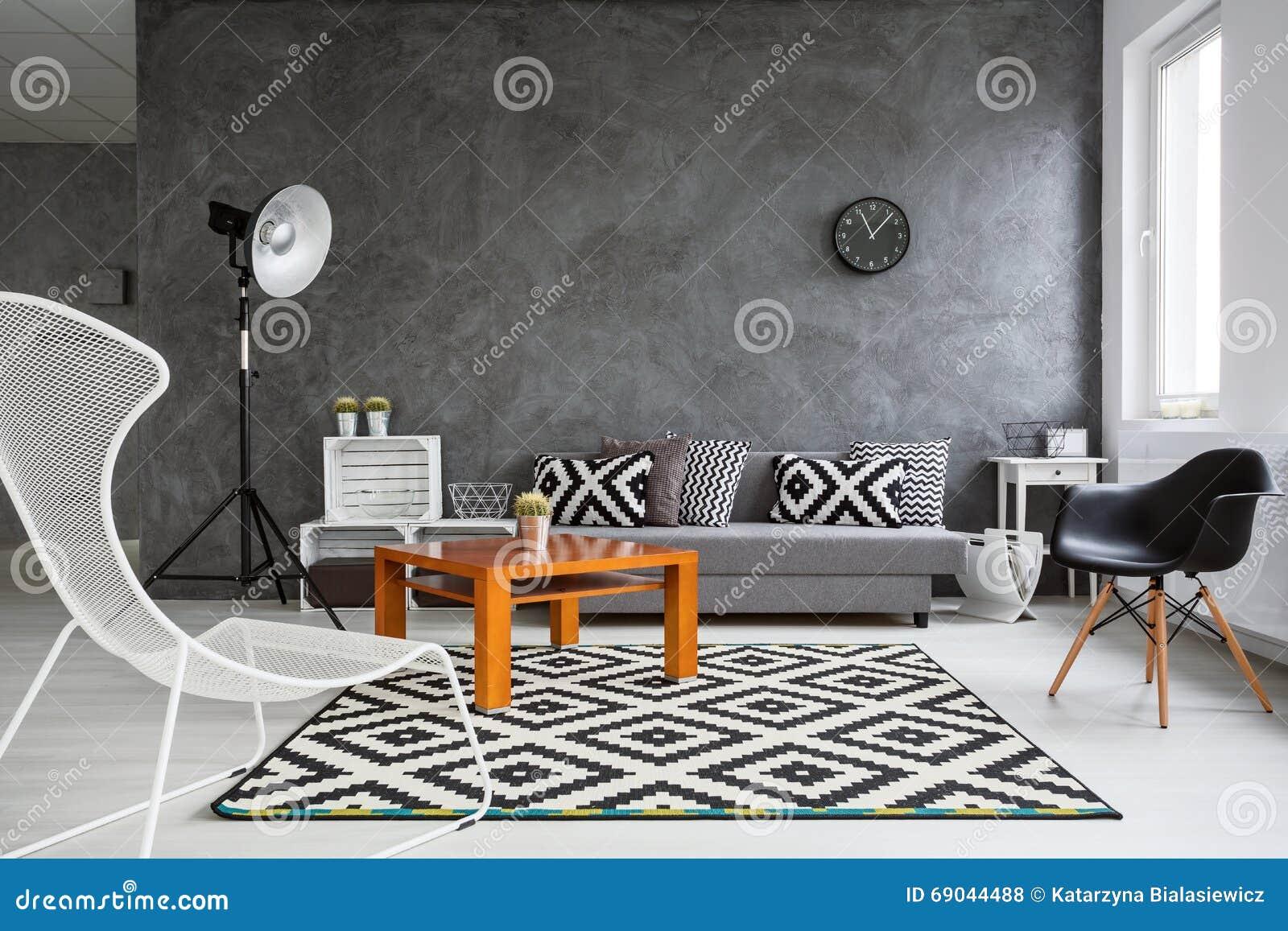 Functioneel huisbinnenland in grijs stock foto afbeelding
