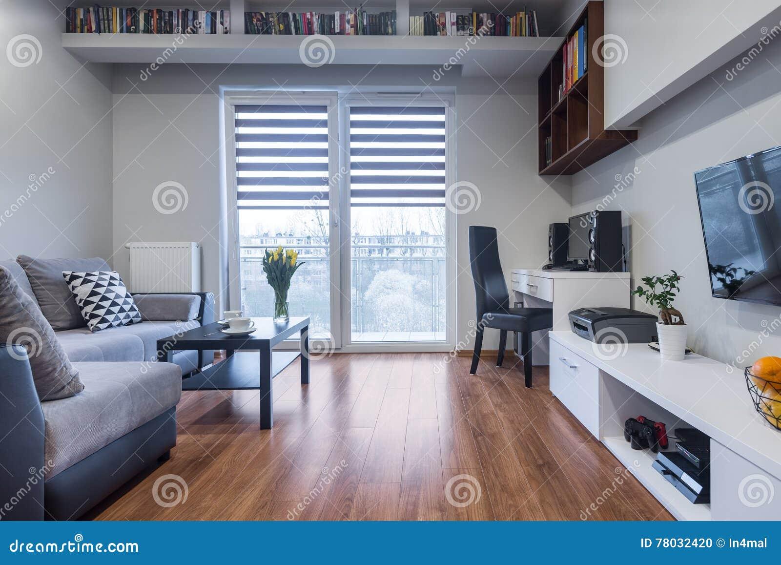 Functioneel huisbinnenland in nieuwe stijl stock foto afbeelding