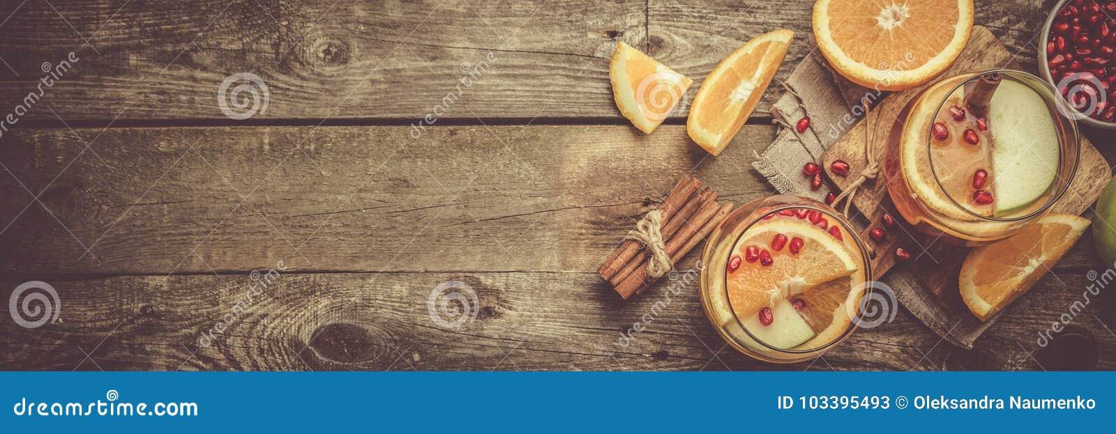 Funderat vin med apelsiner, granatäpple