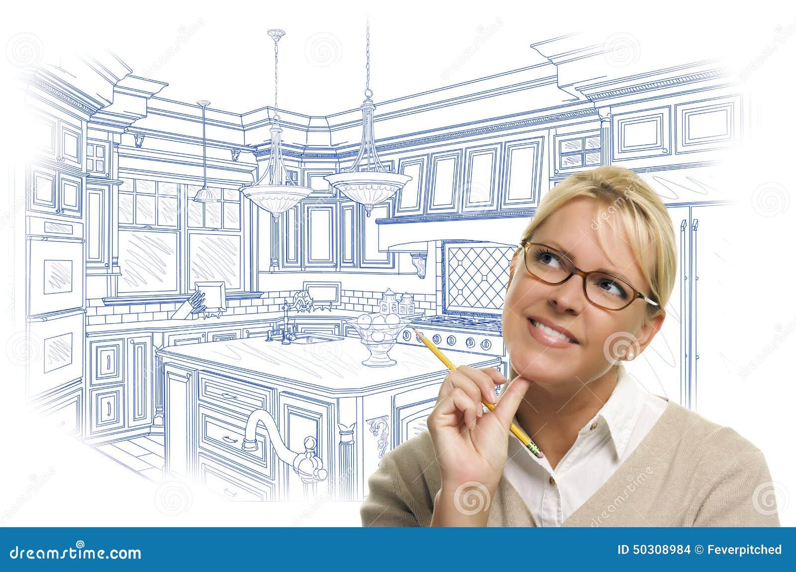 Fundersam kvinna med blyertspennan över beställnings- kökdesignteckning