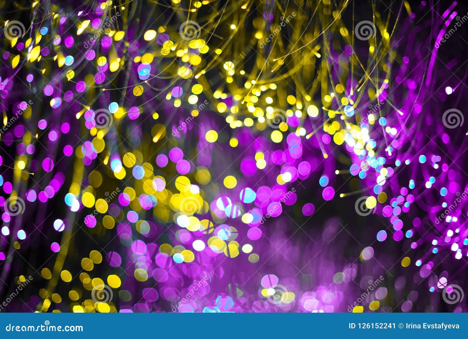 Fundo abstrato com néon roxo da textura do bokeh da fantasia e cor dourada Fundo elegante do Natal