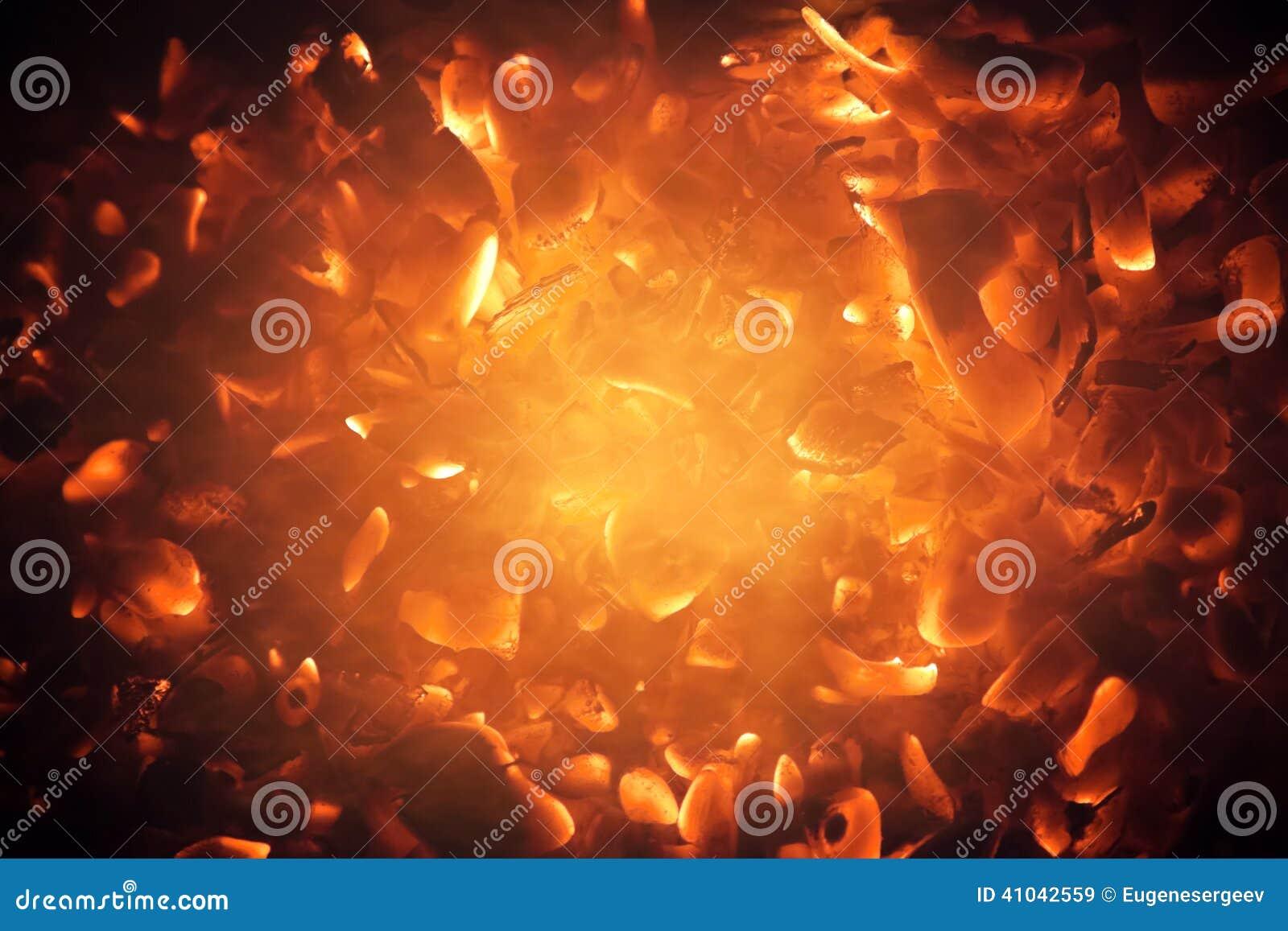 Fundo abstrato de carvões ardentes brilhantes