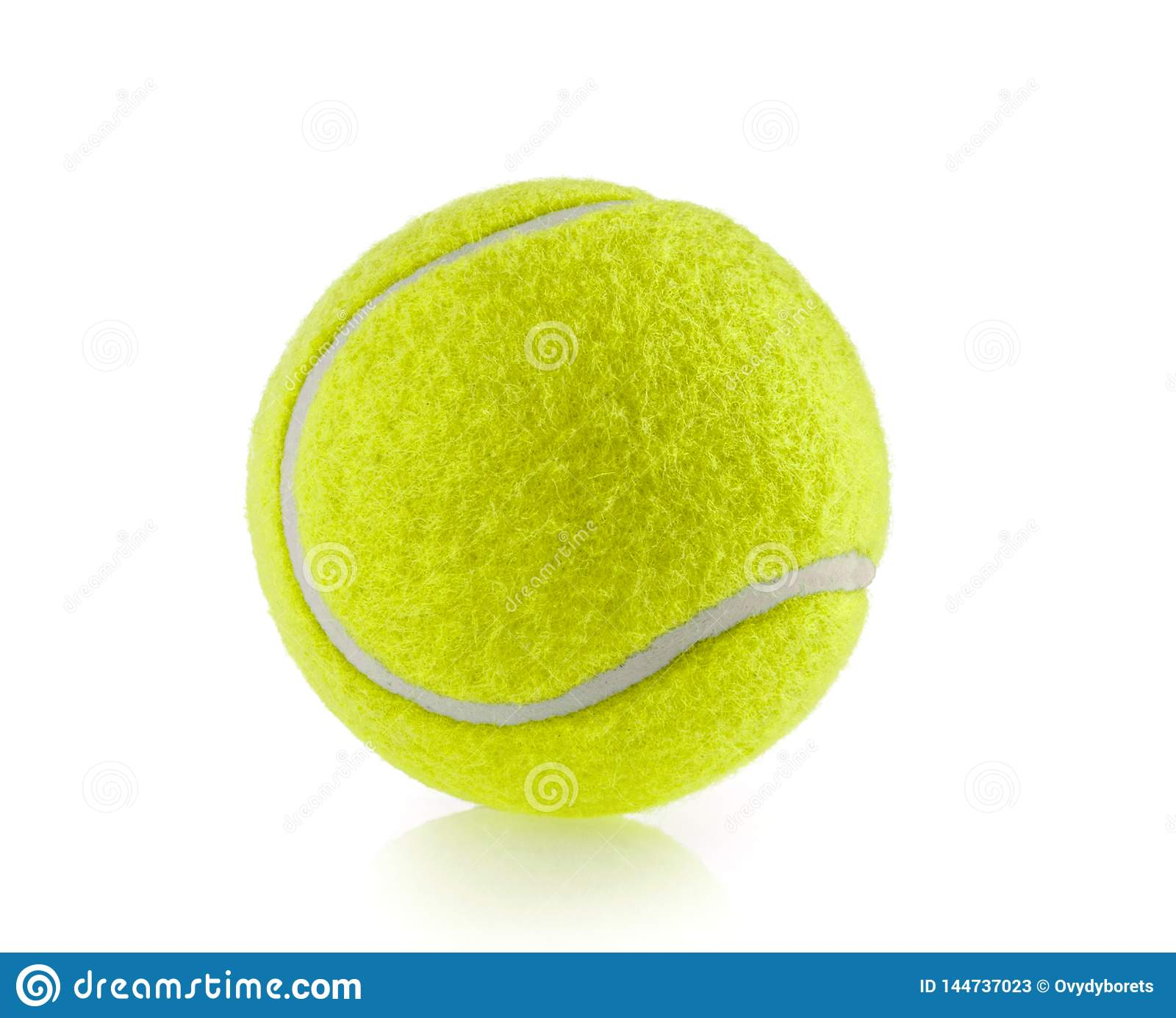 Fundo branco isolado da bola de tênis - fotografia