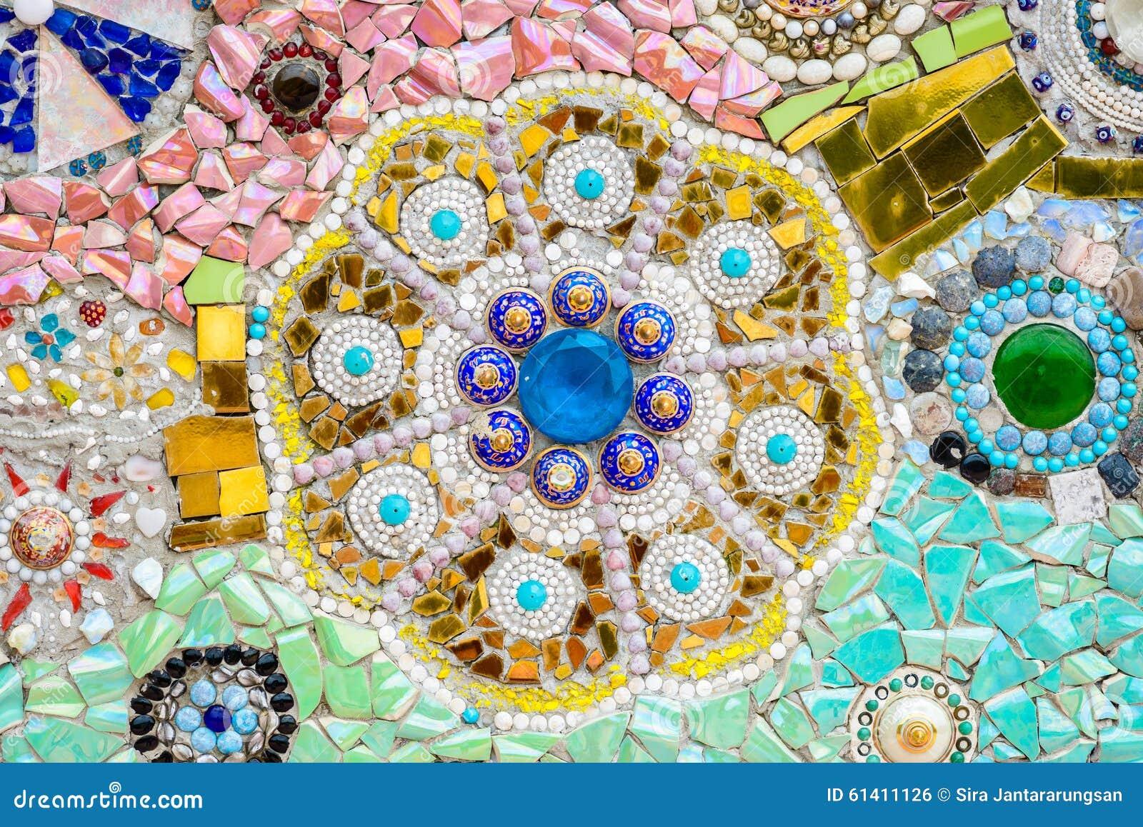 Fundo colorido cerâmica e de vitral da parede no phra t do wat