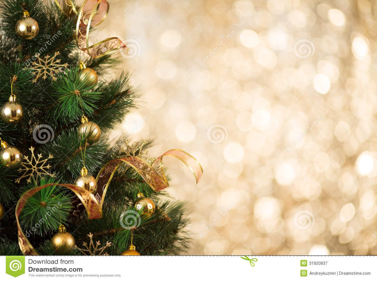 Fundo da árvore de Natal do ouro de luzes defocused