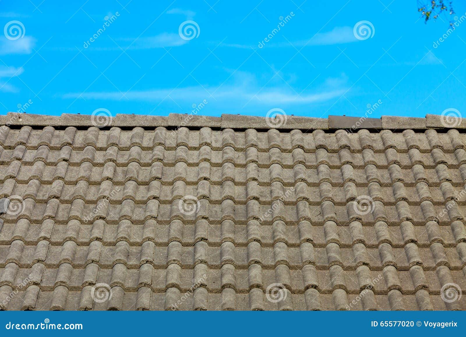 Fundo da arquitetura da textura do telhado de telhas de Brown