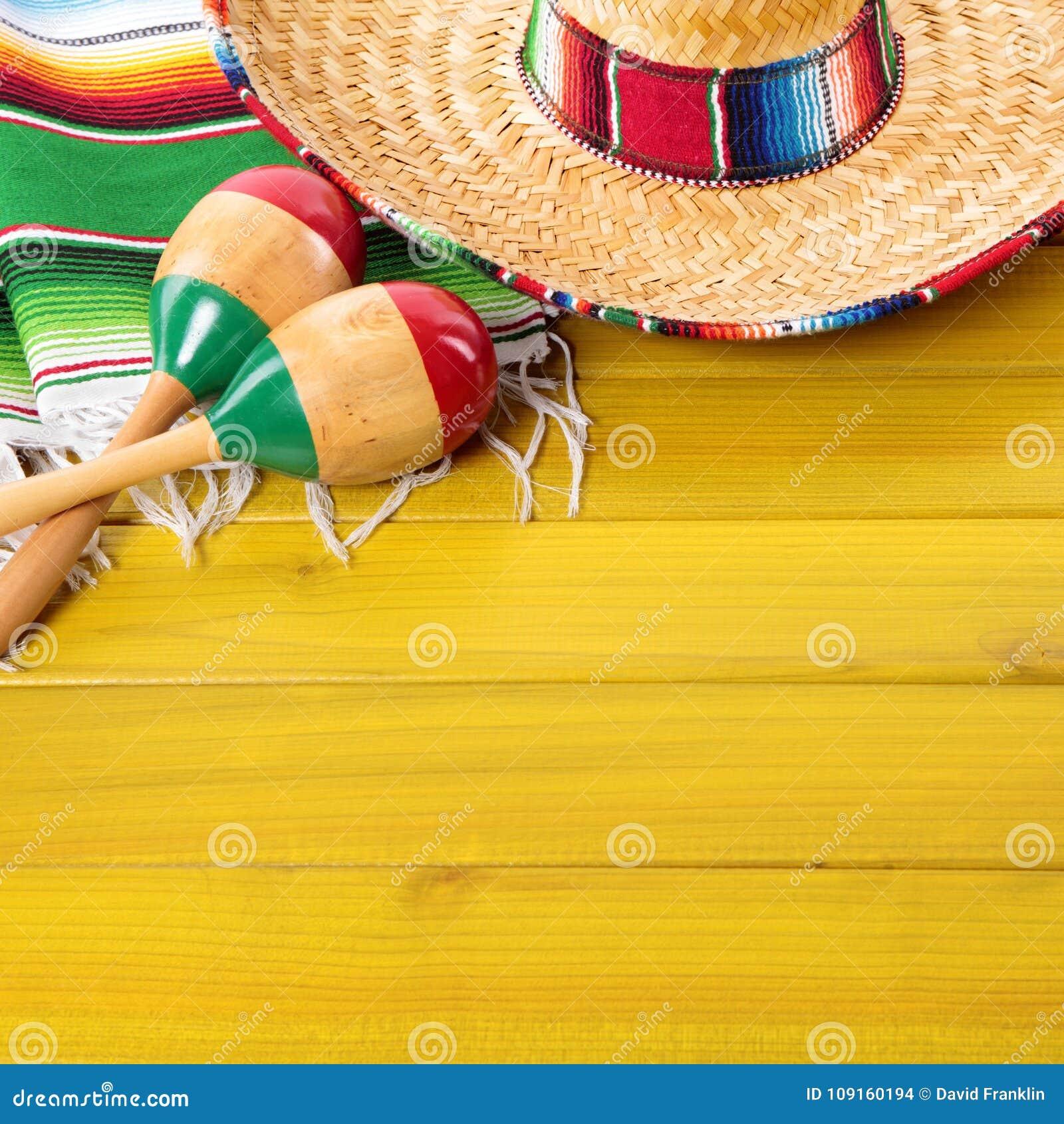 Fundo da madeira da festa do de Mayo do cinco dos maracas do sombreiro de México