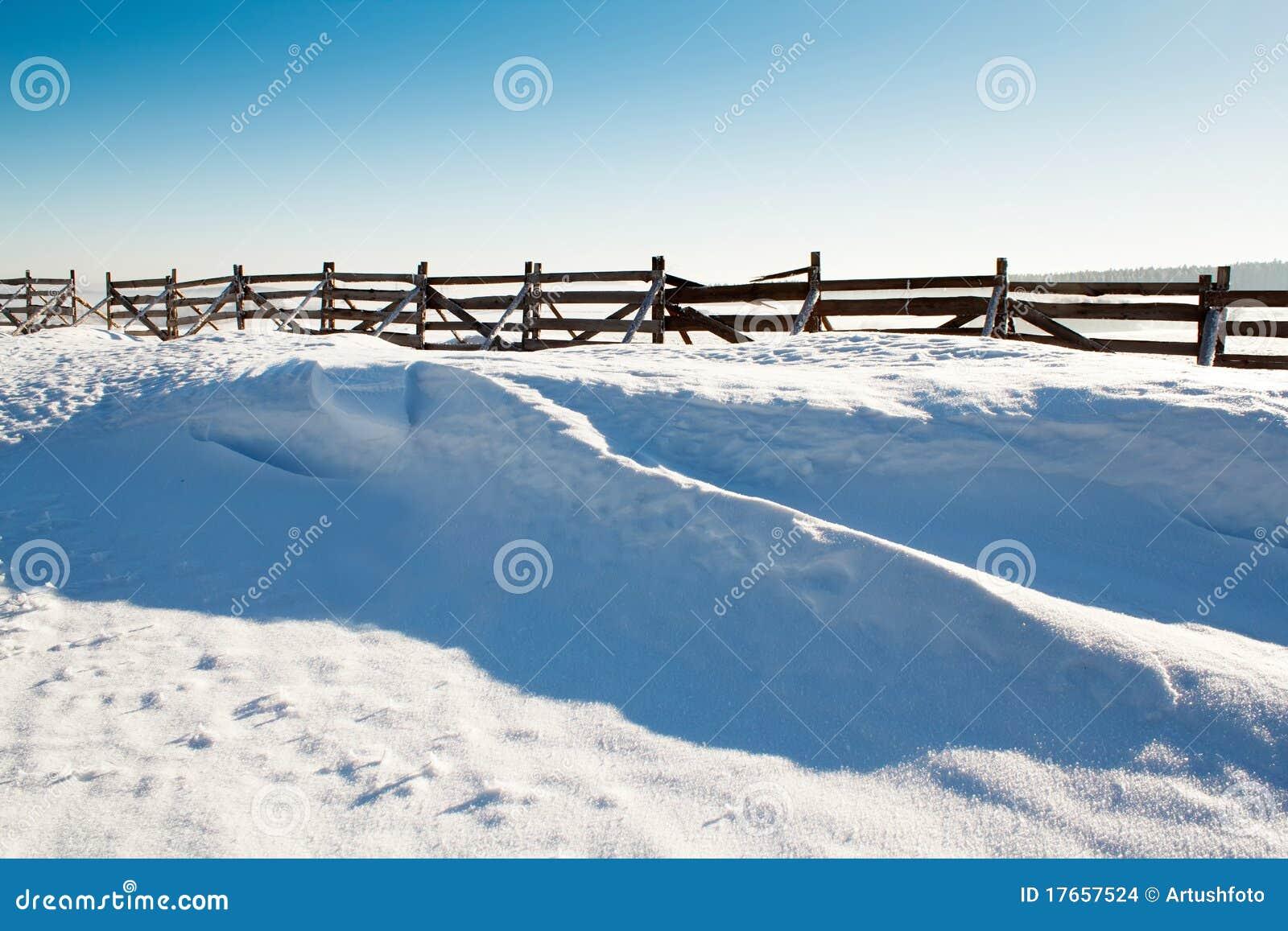 Fundo da neve com onda e snowdrift