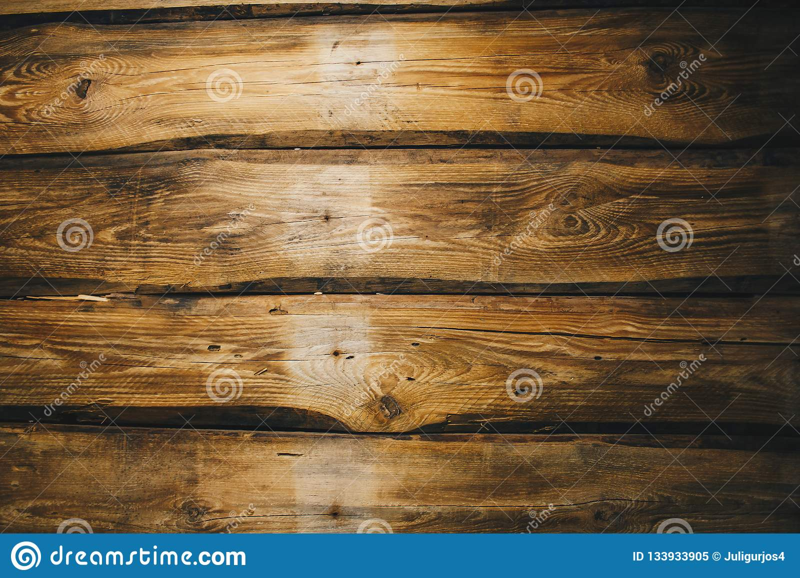 Fundo da sala rural vazia envelhecida escura das pranchas de madeira naturais velhas marrons com superfície da opinião do ouro do