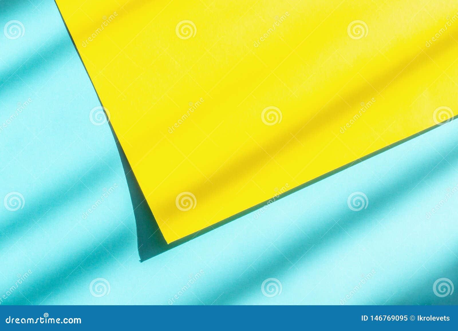 Fundo de papel azul e amarelo abstrato com luz dura e sombra para seu projeto