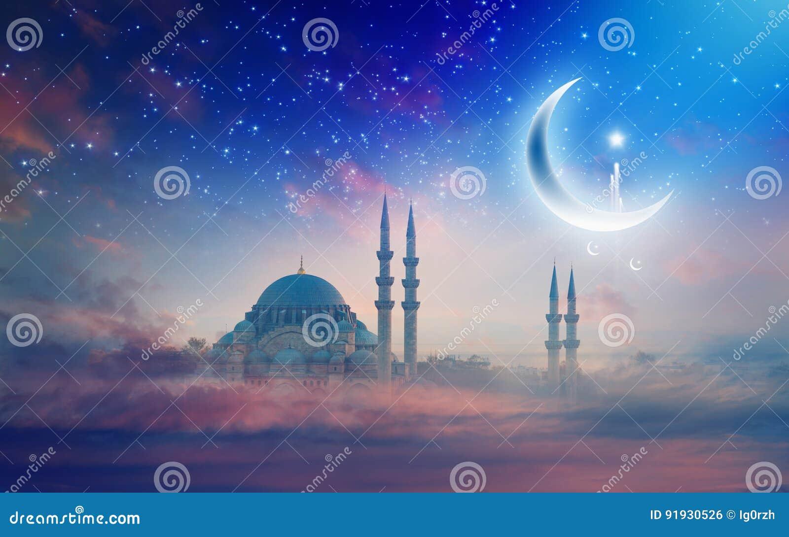 Fundo de Ramadan Kareem, mesquita de Suleymaniye em Istambul, Turke