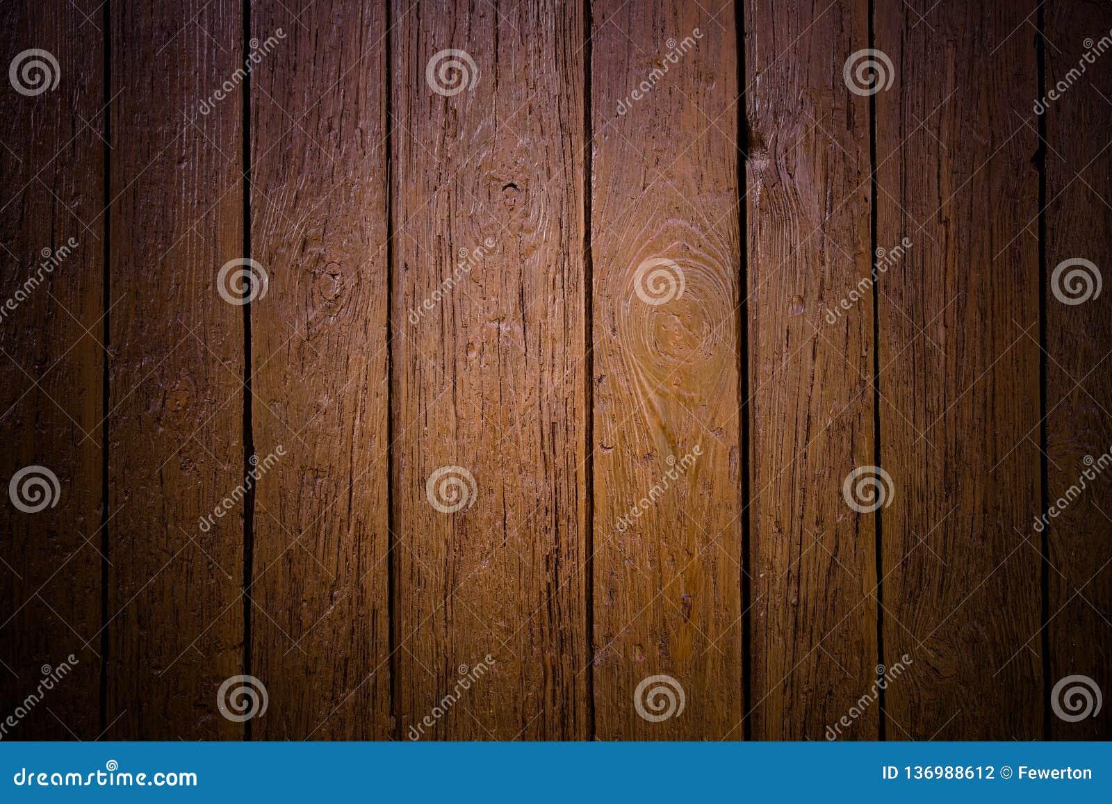 Fundo de superfície de madeira marrom sujo e resistido velho da textura da prancha da parede marcado pelos danos fora
