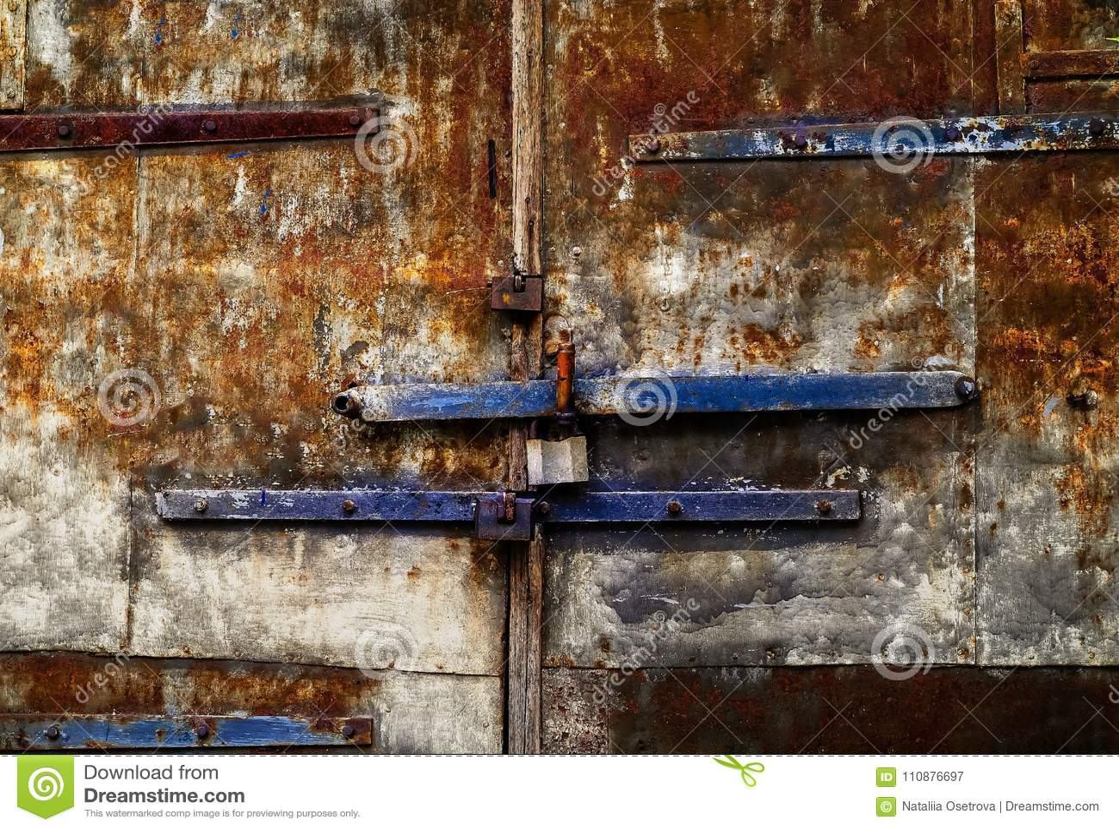 Fundo envelhecido do ferro com textura oxidada, espaço para o texto