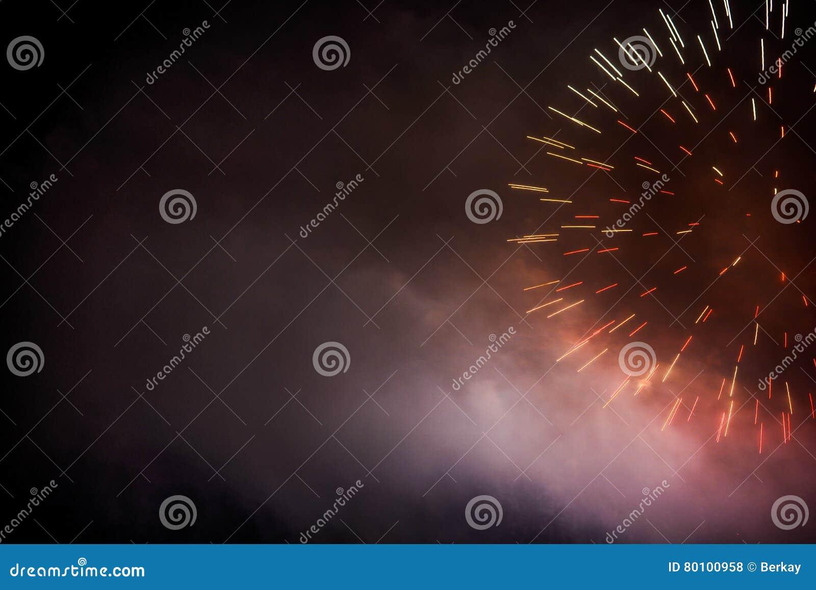 Fundo festivo do fogo de artifício da cor