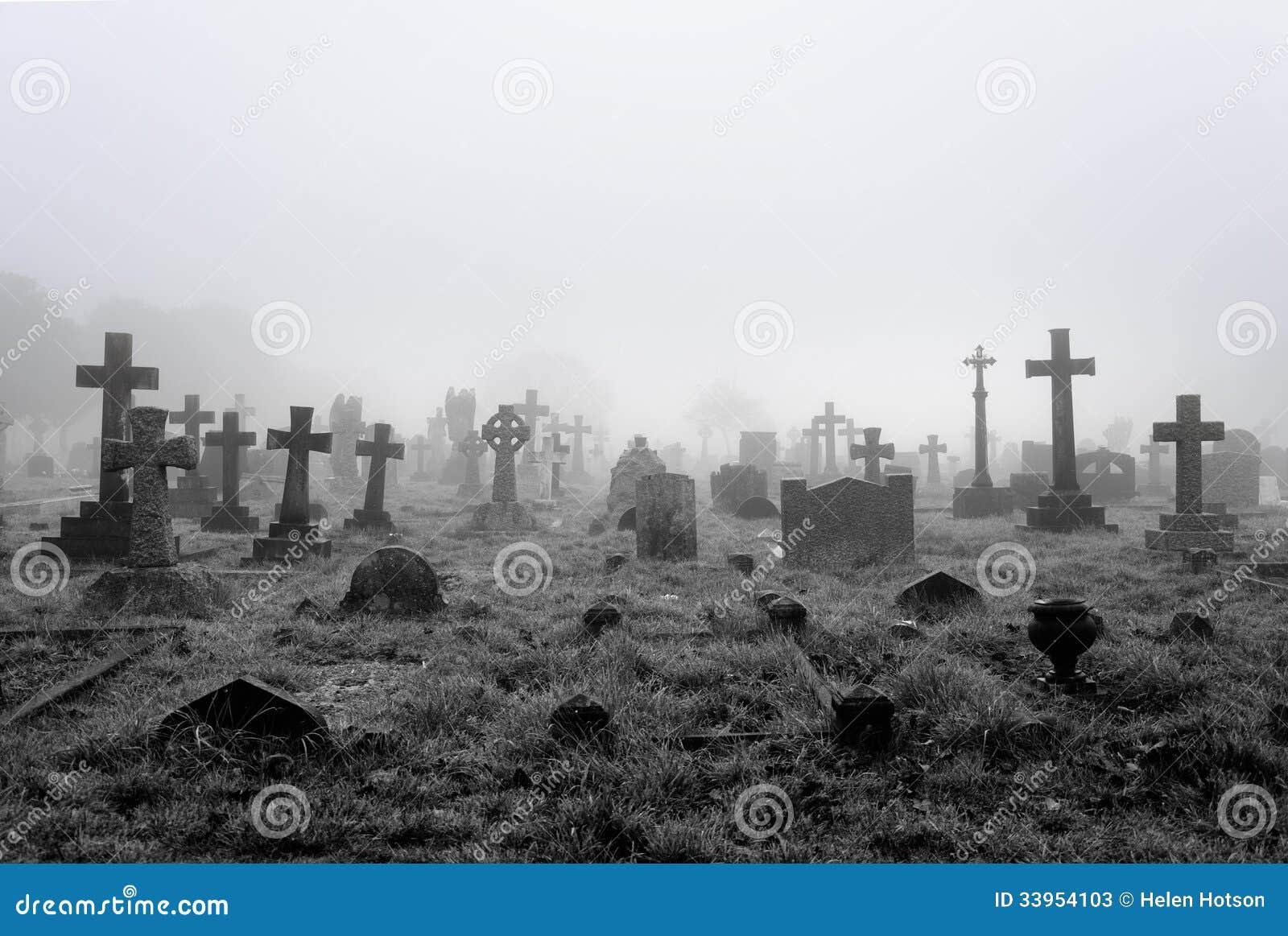 Fundo nevoento do cemitério