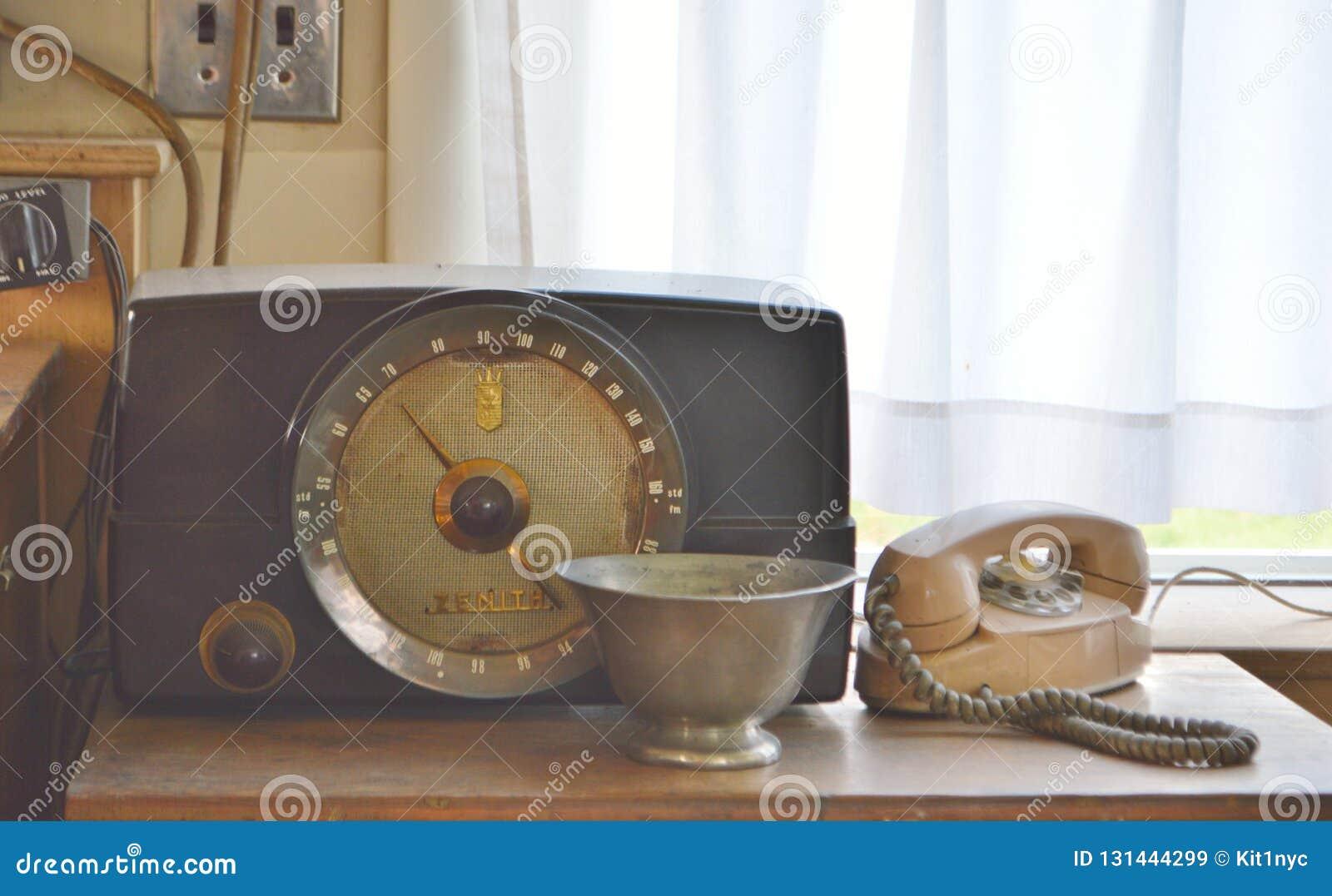 Fundo retro do telefone giratório velho do vintage do rádio do zênite