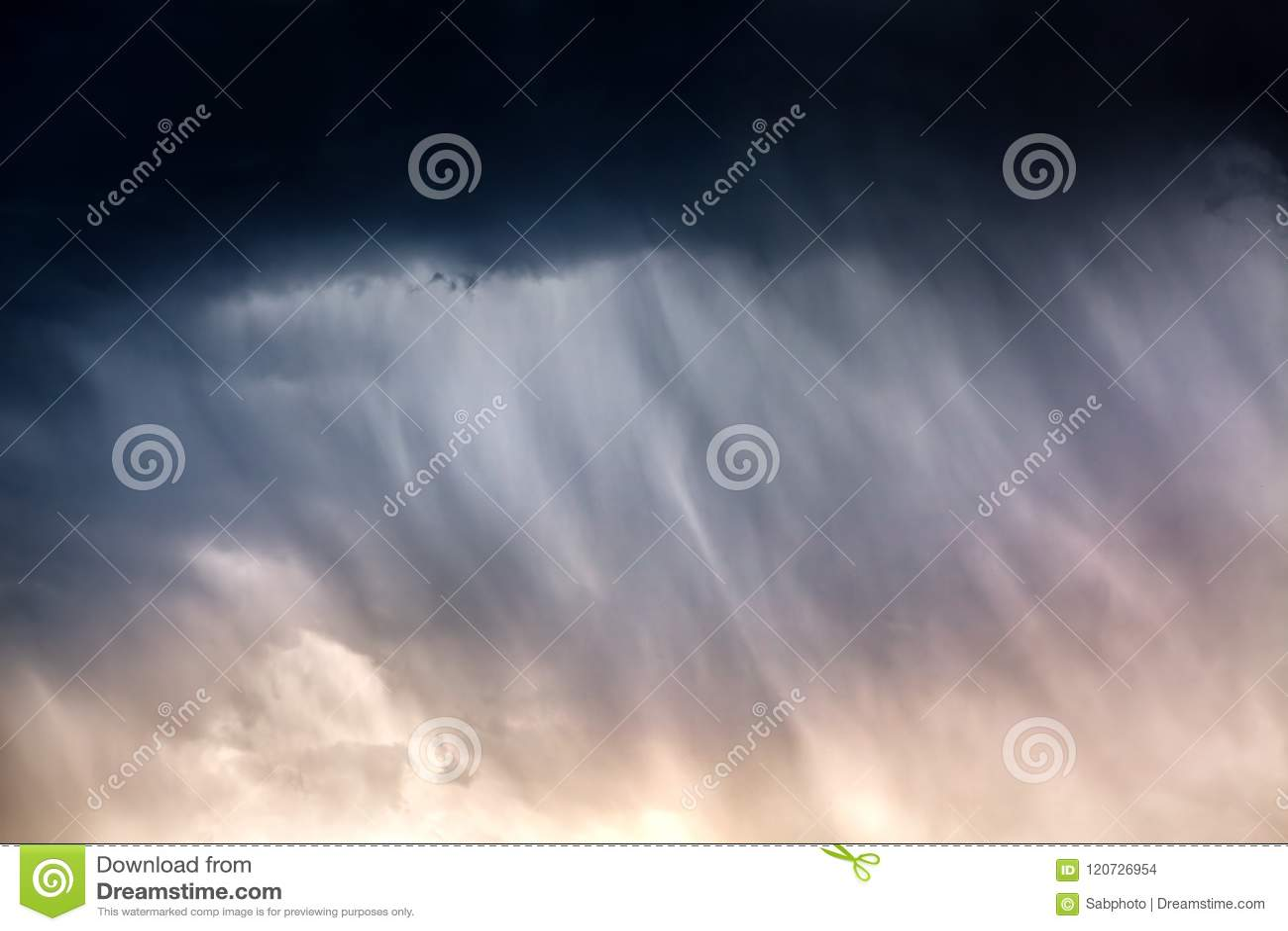 Fundo severo da chuva