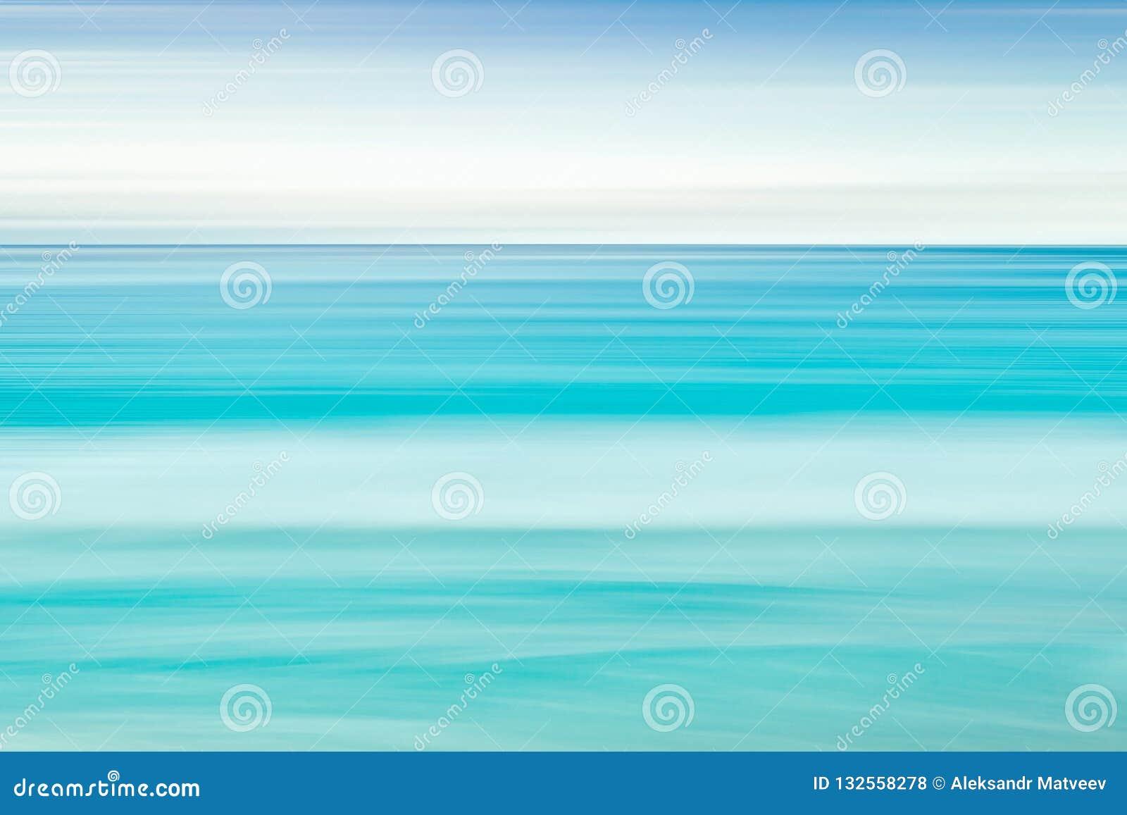 Fundo vazio do mar e da praia com espaço da cópia, exposição longa, fundo abstrato azul do inclinação do movimento do borrão