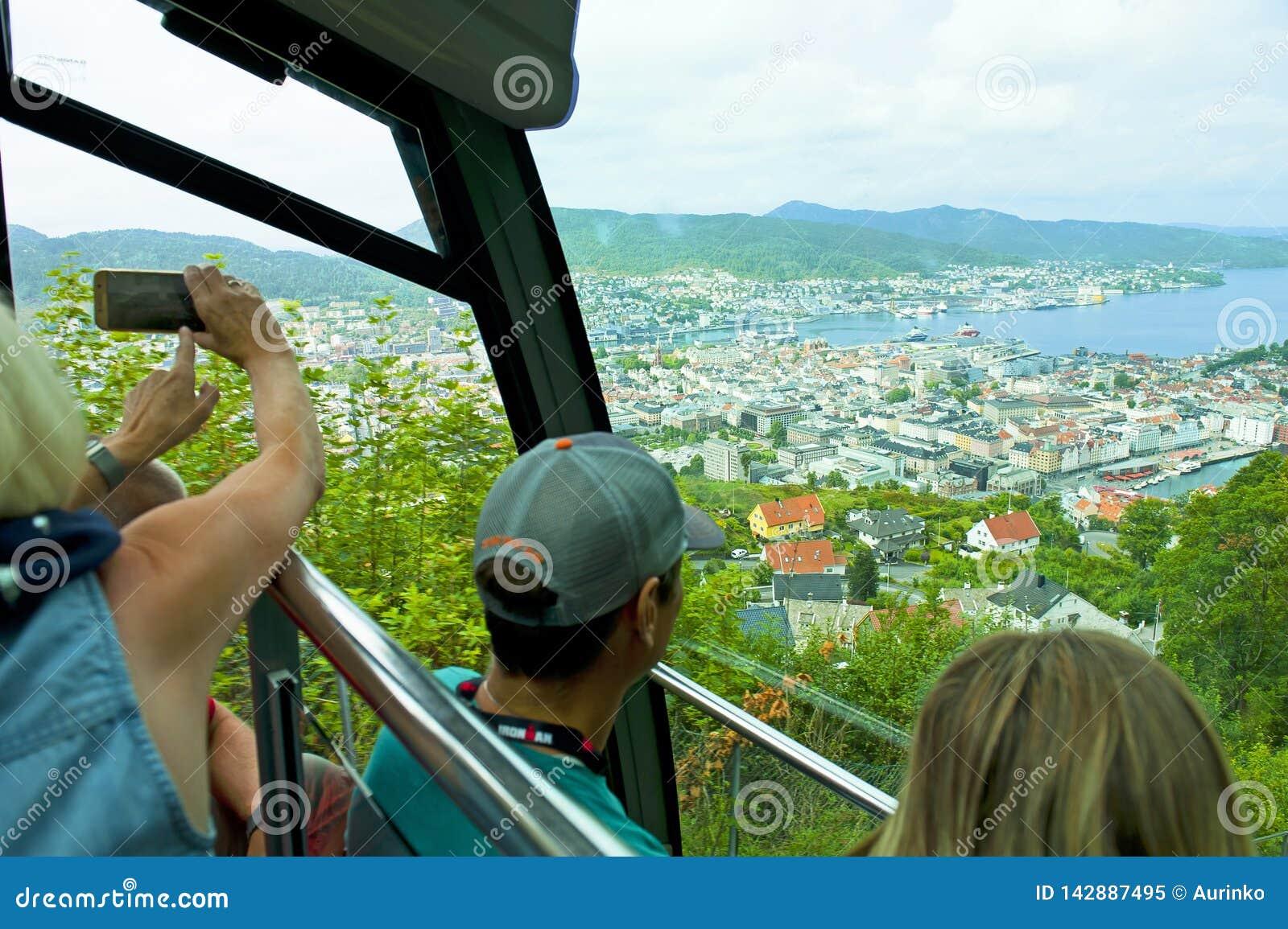 Funiculaire sur le bâti Floyen à Bergen, Norvège