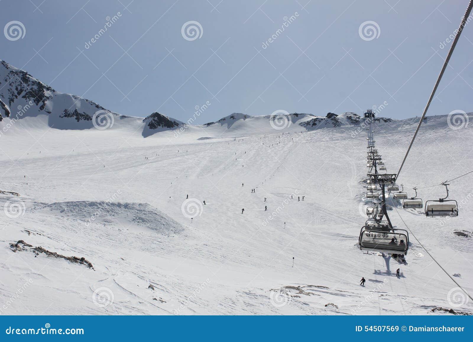 Funiculaire sur le glacier de Stubai