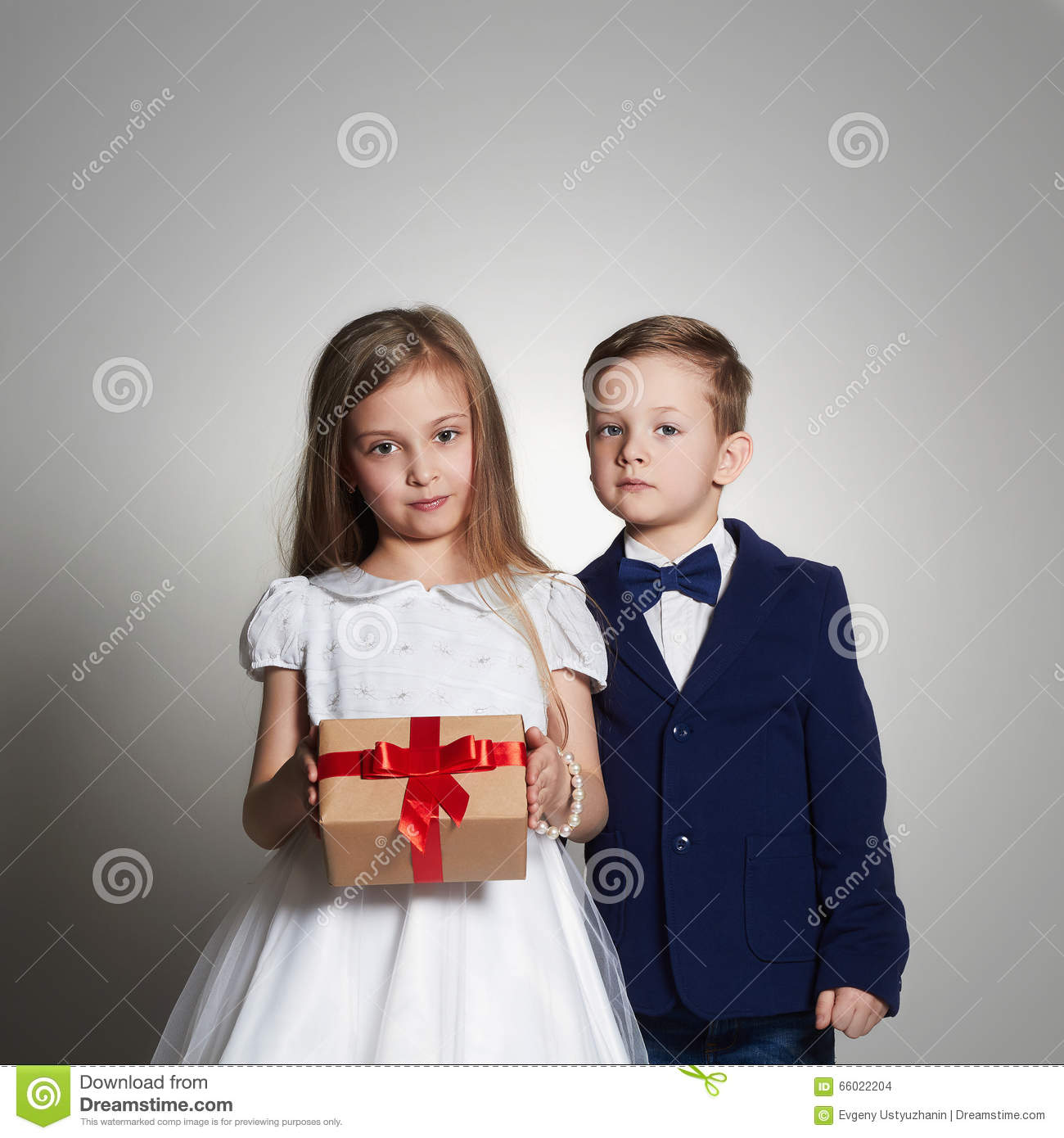 Funny Beautiful Couple With A Gift In A Box. Beauty Little Girl ...