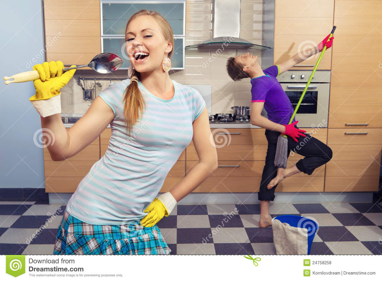 Funny Couple On Kitchen Royalty Free Stock Photos Image