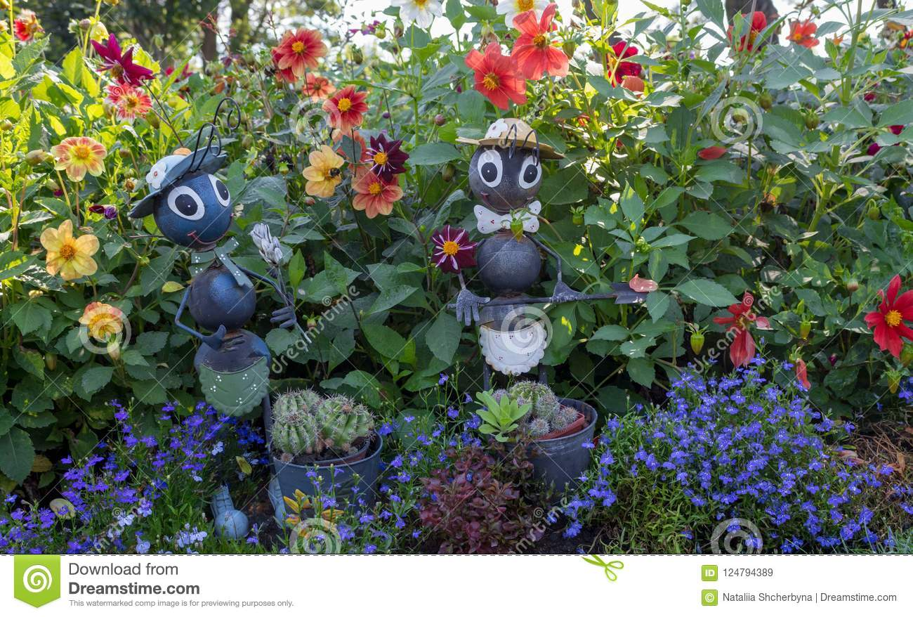 Superieur Download Funny Garden Figures In Grass And Flowers. Backyard Decor. Ants  Statues In Park