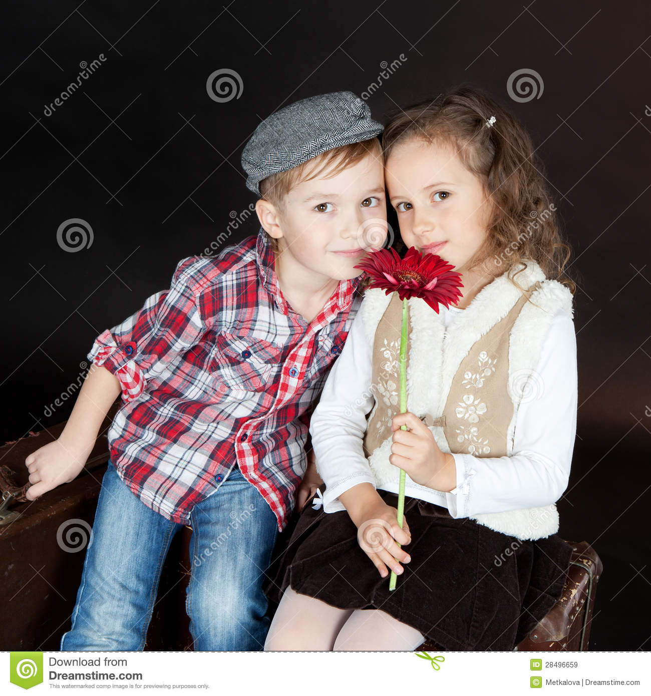 Little Girl And Boy Love Wallpaper : Funny Little couple In Love Royalty Free Stock Images - Image: 28496659