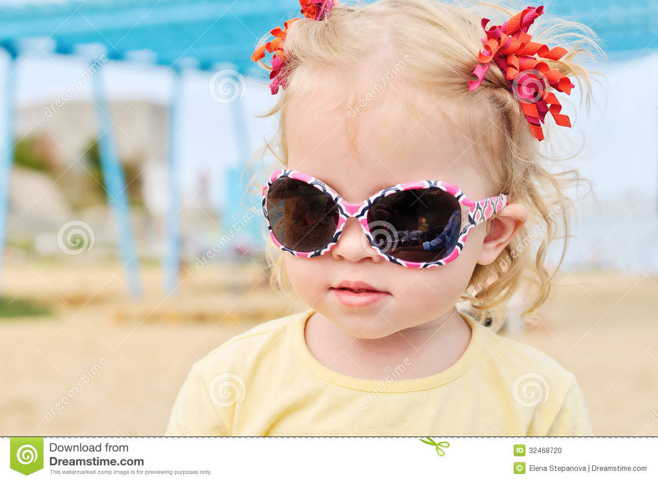 toddler girls naked with sun glasses