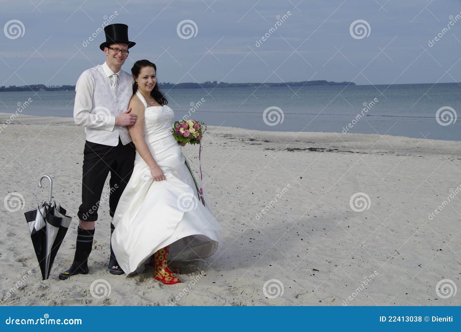 Funny Wedding At The Beach Royalty Free Stock Photos