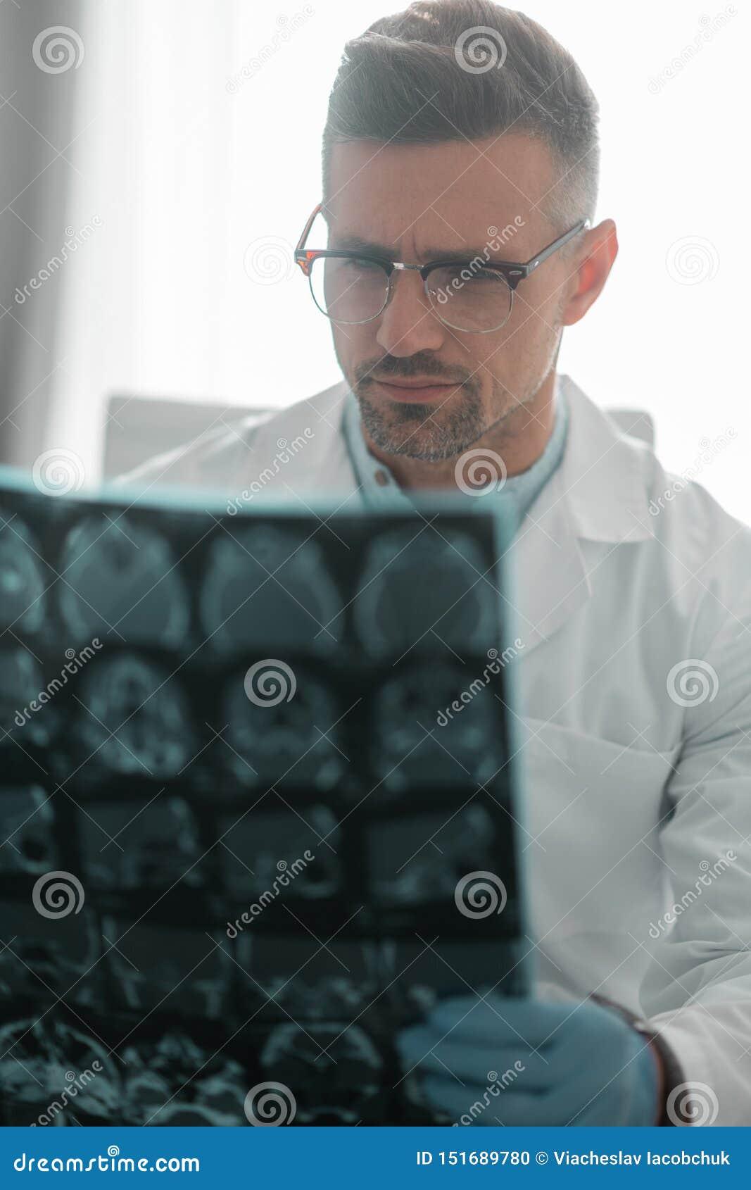 Funzionamento d uso di vetro del chirurgo plastico professionista duro