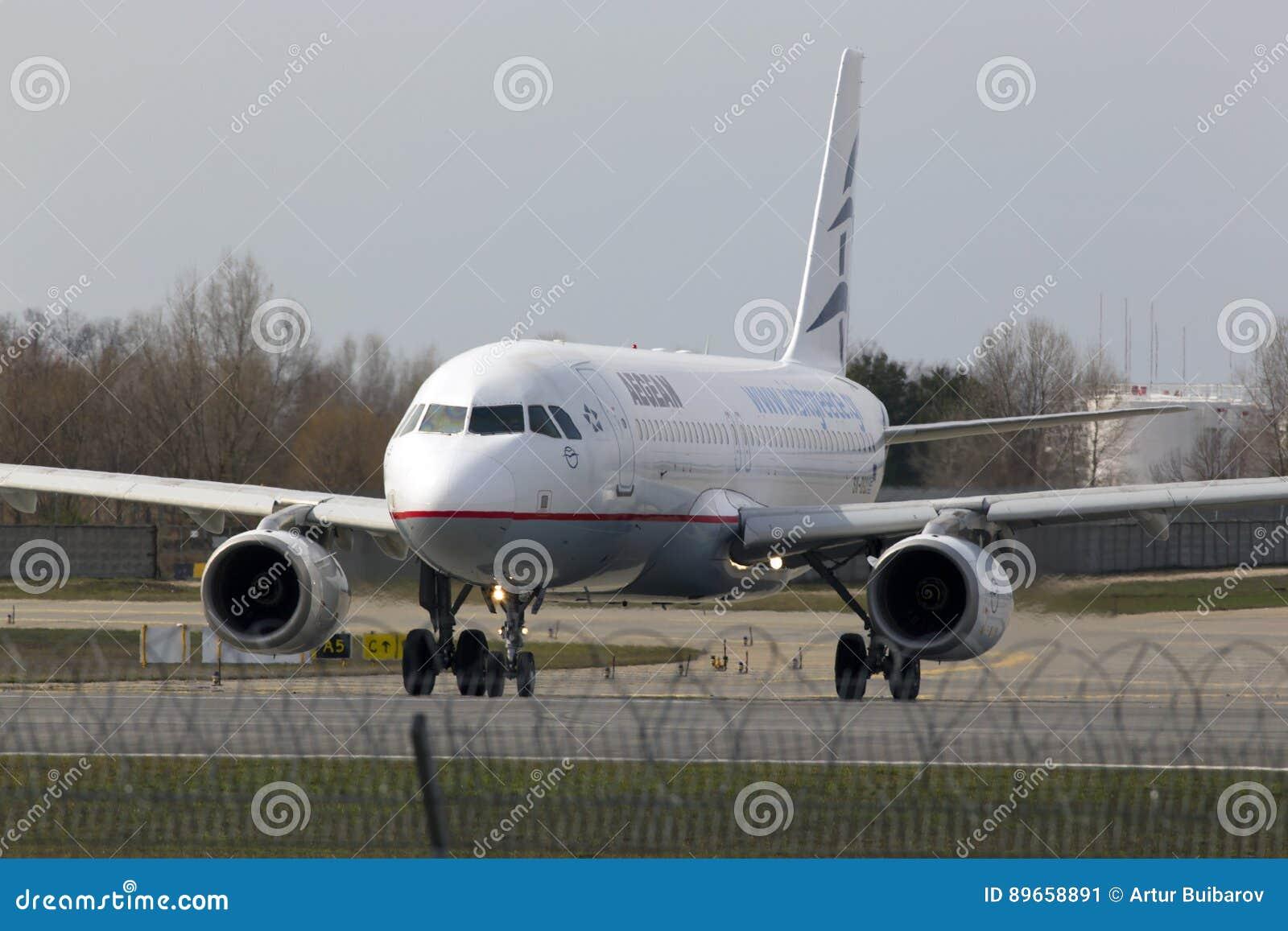 Funzionamento degli aerei di Aegean Airlines Airbus A320-200 sulla pista
