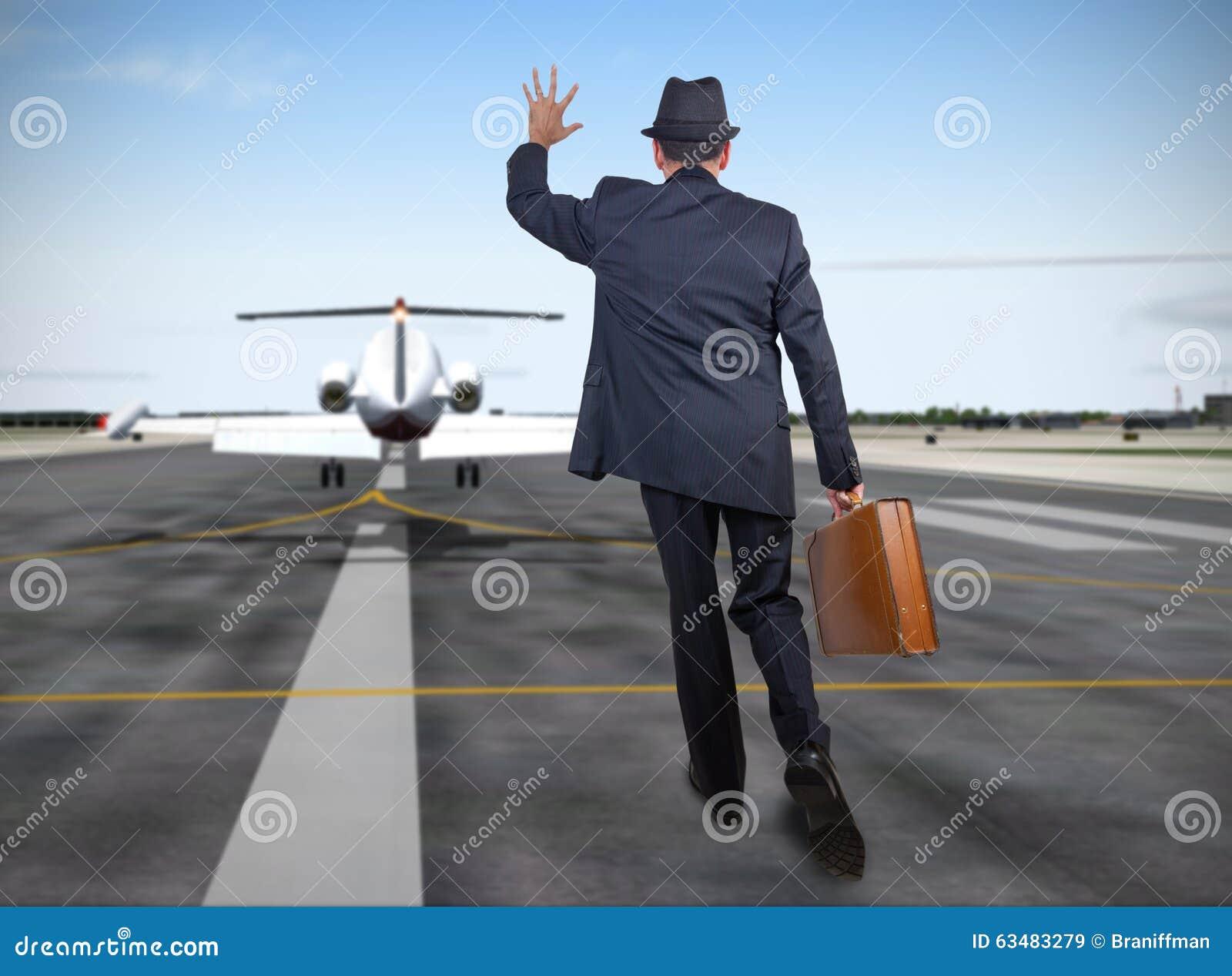 Funzionamento dell uomo di affari dietro un aereo